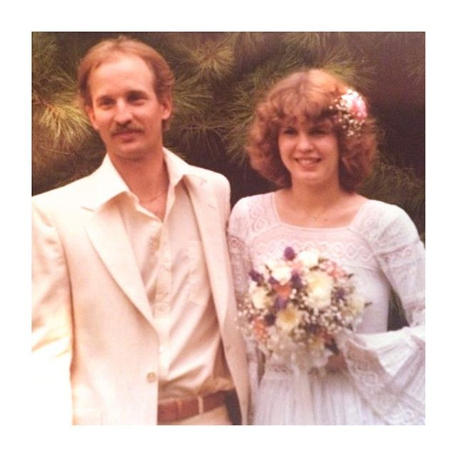 40 years ago my parents got married on Friday the 13th (fun fact - Lee and I also got married on a Friday the 13th) in my grandparents backyard underneath the apple tree. ⁠They've been a constant support to each other, to me and my brother and watching them as grandparents with Auri is pretty much the cutest thing ever.  Happy (belated) Anniversary mom and dad!⁠⠀