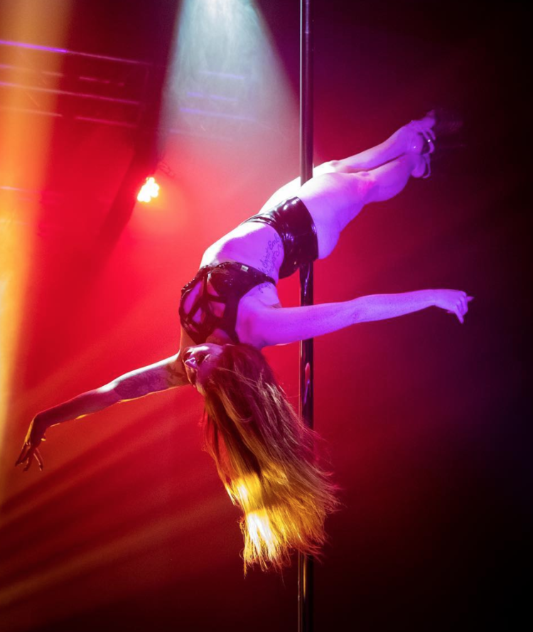 Mel Hyde    Splendid Showgirl     VIBE : Flirty and Fun, Musicality and Hair-whips, Sassy Performance   CLASSES   TAUGHT : Basics Booty Grind   Instagram  @ mel_hy19