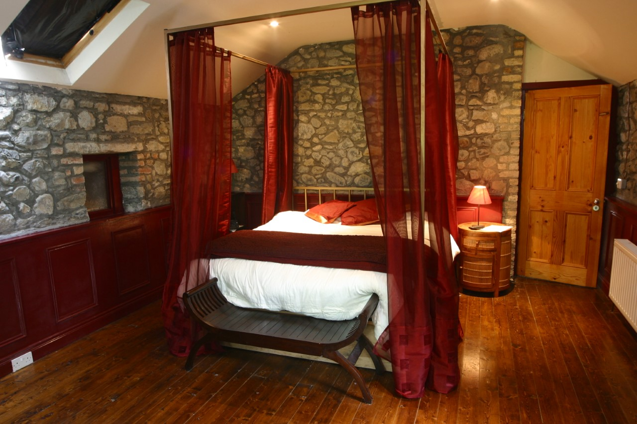 thumbnail_Grouse Lodge bedroom 2.jpg
