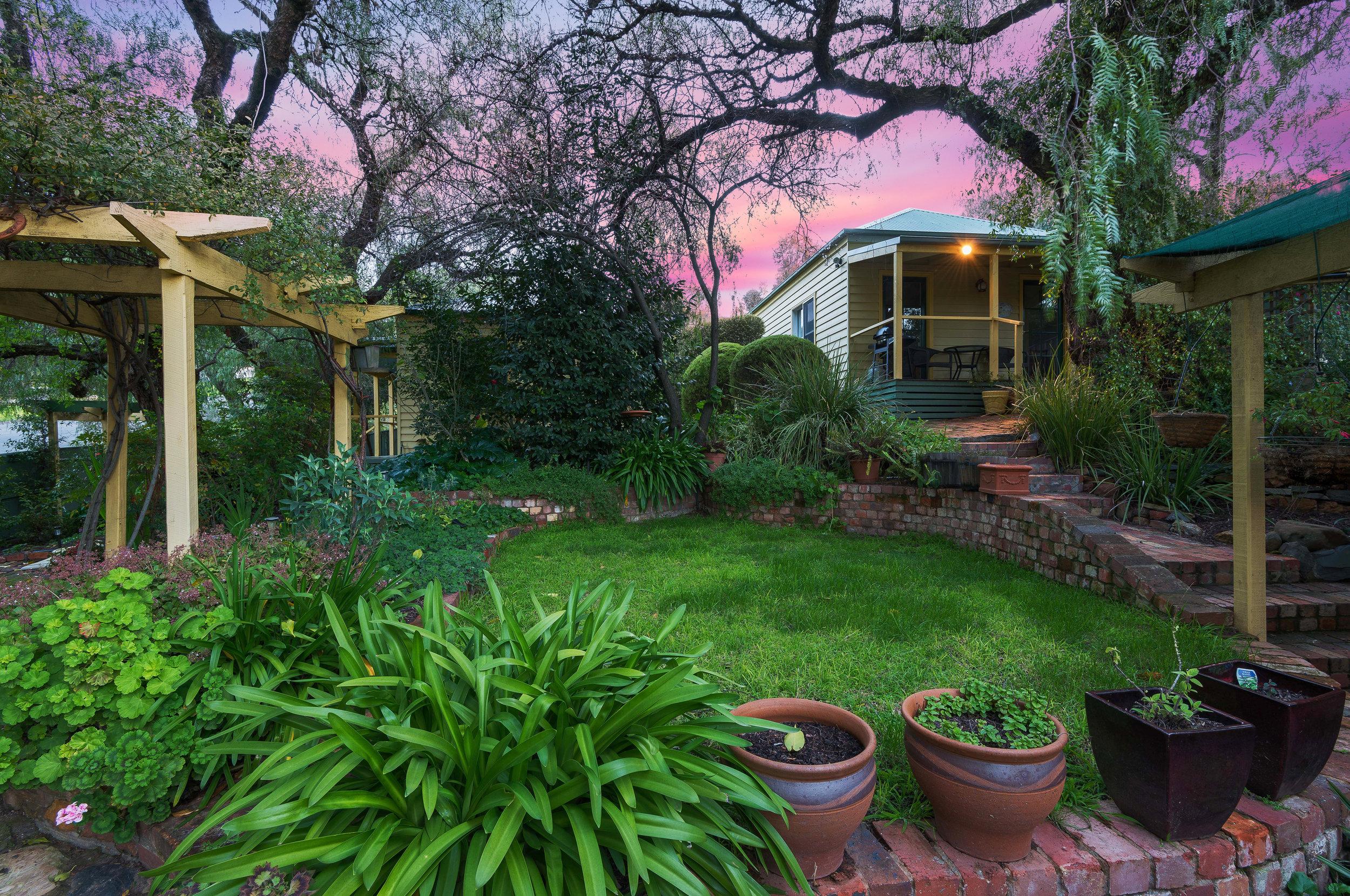 Bendigo Cottages Sunset Impression 2.jpg
