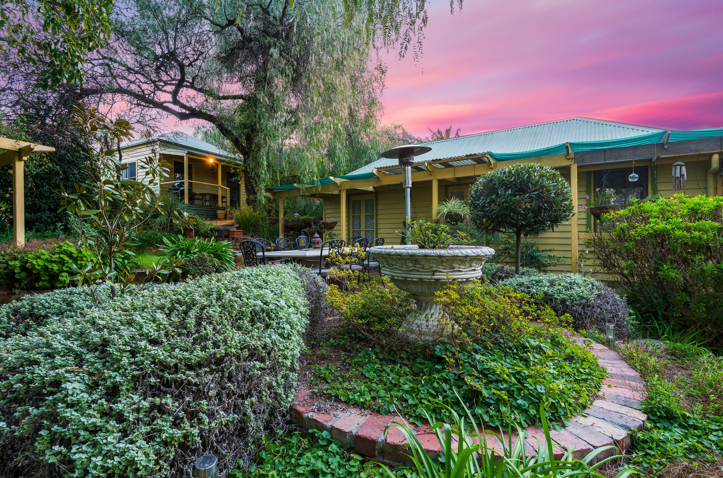 Bendigo Cottages Sunset Impression.jpg