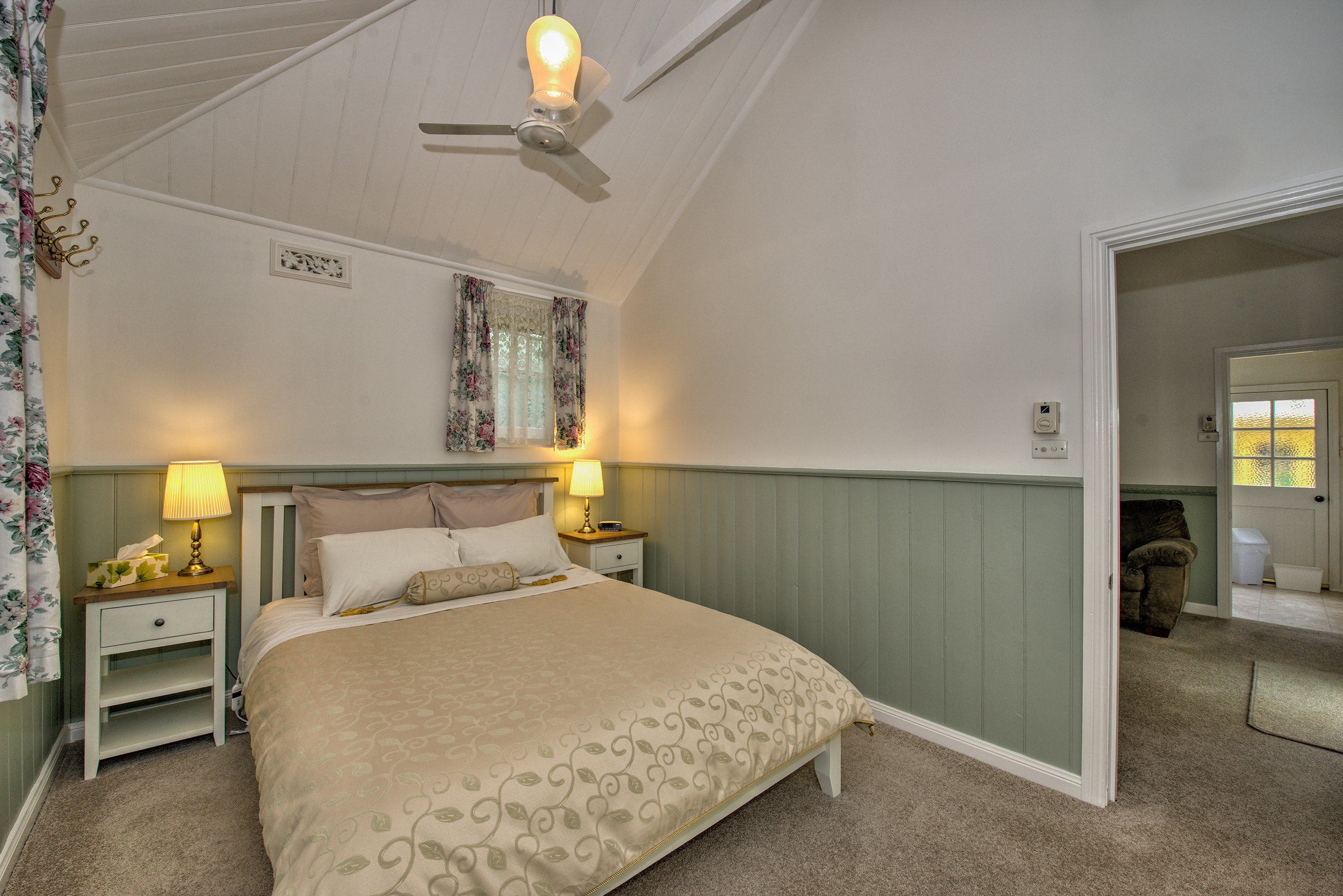 Hyacinth-Bedroom-2 (1).jpg