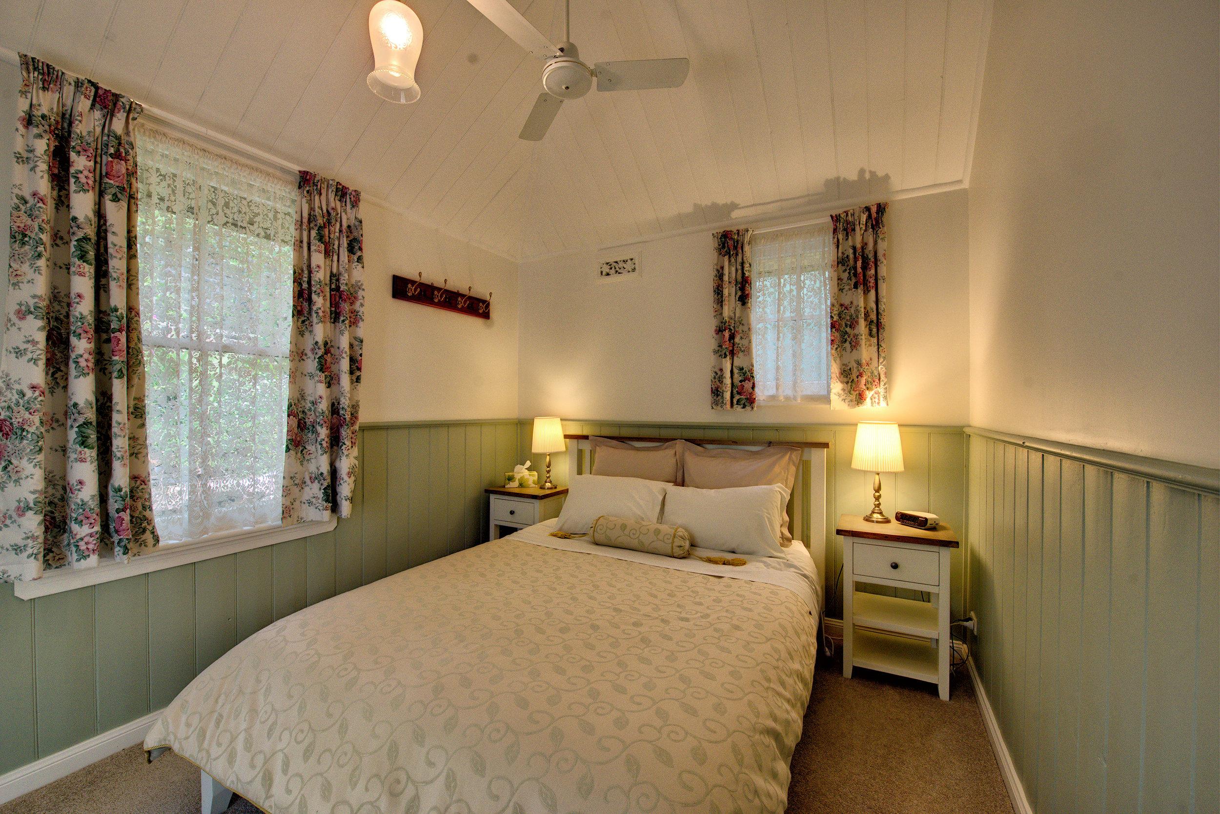 Hyacinth-Bedroom-1.jpg