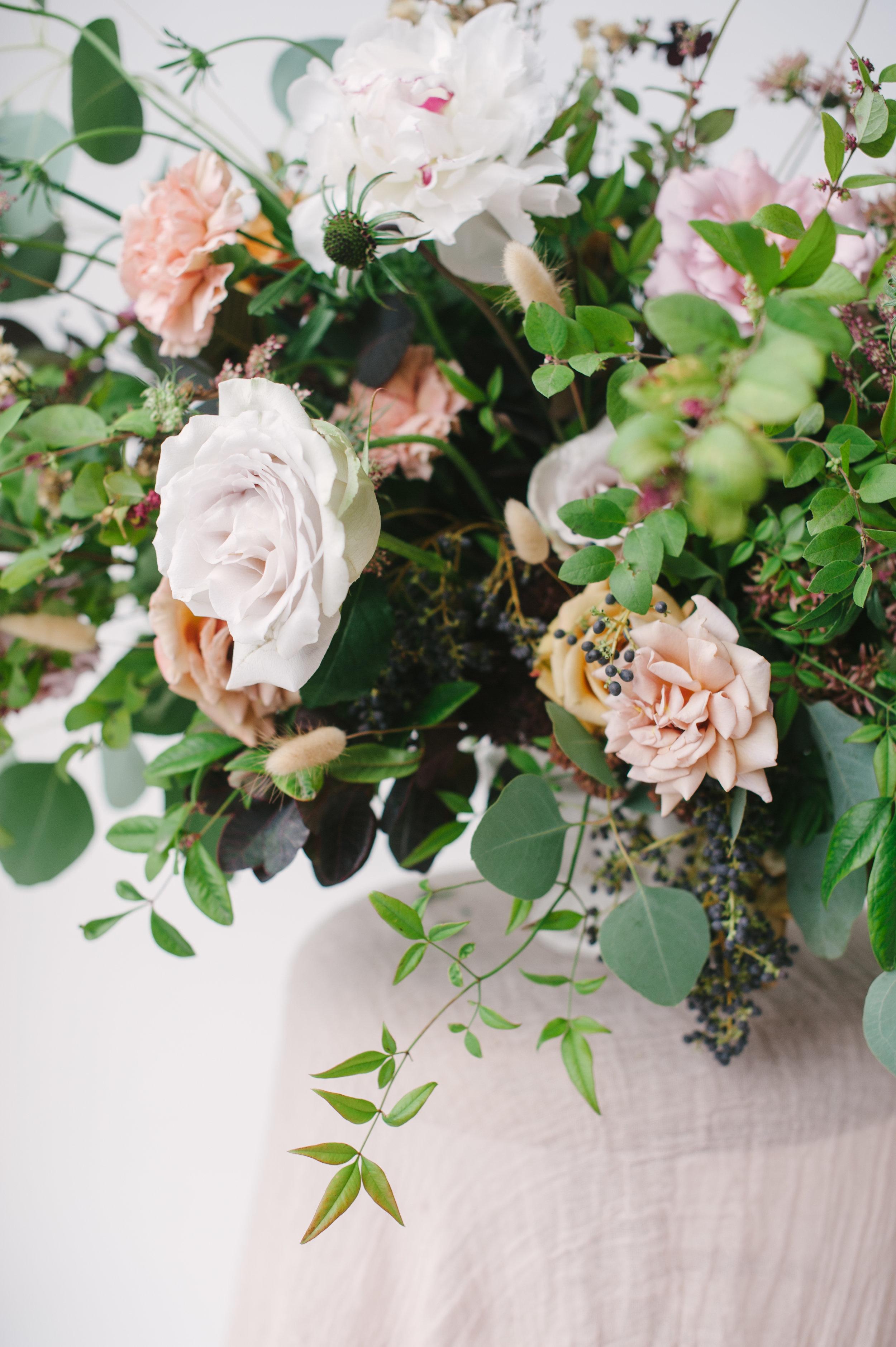 siren-floral-co-plenty-of-petals-romantik-floral-centerpiece-workshop-10.jpg
