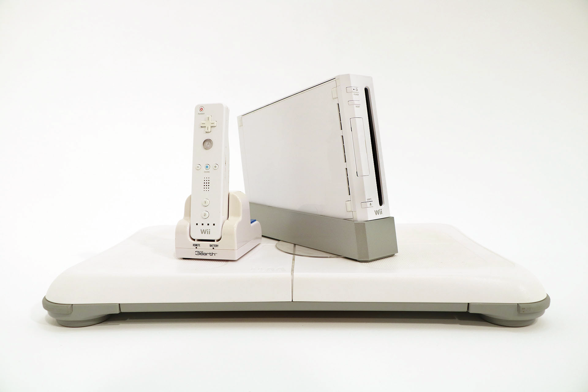 Figure 3.4 -  Nintendo Wii  Console and  Wii Fit  Board