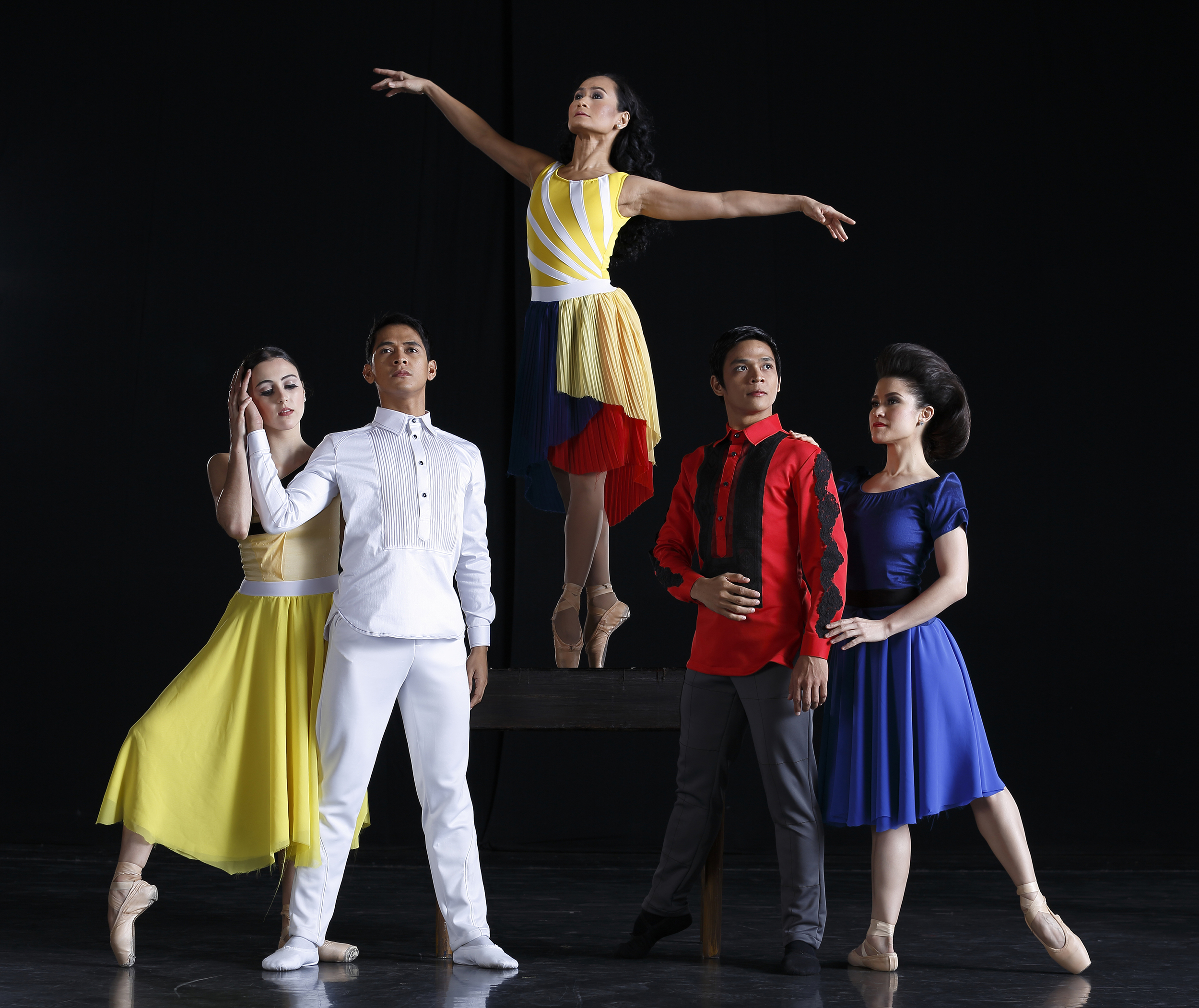 Revisiting the historic People Power Revolution,    Rebel:EDSA 30    is led by prima ballerina Lisa Macuja-Elizalde as Inang Bayan. Joining her are (L-R) principal dancers Katherine Barkman, Rudy De Dios, Gerardo Francisco, and soloist Tiffany Chiang-Janolo.