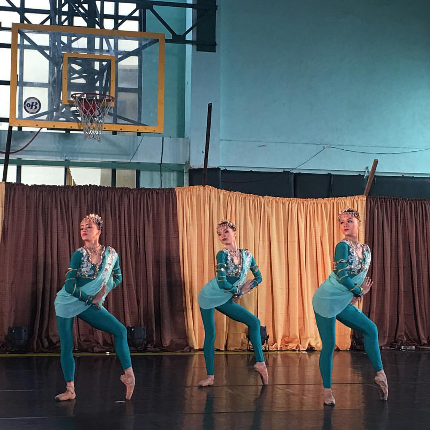 Ballet fare such as    Sayaw sa Pamlang   , a suite of dances inspired by the    singkil    and the    pang-alay   , becomes accessible through    Ballet & Ballads
