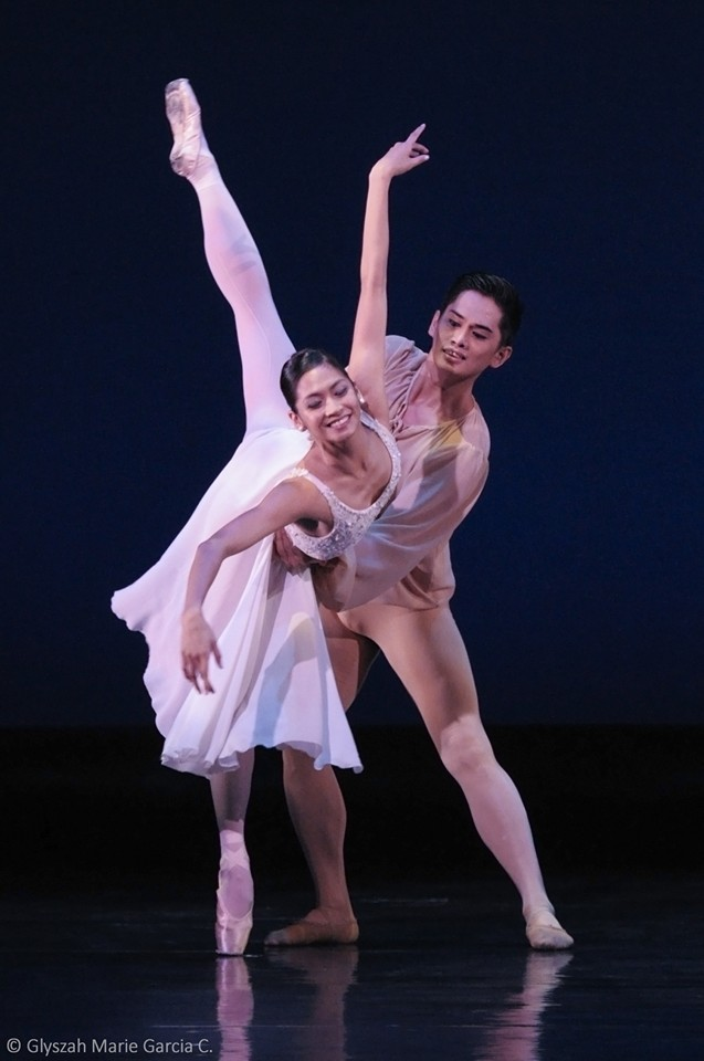 Partnering Joffrey Ballet's Christine Rocas in    Romeo and Juliet    at    Dance.MNL   . Photo by Glyszah Marie Garcia Ching