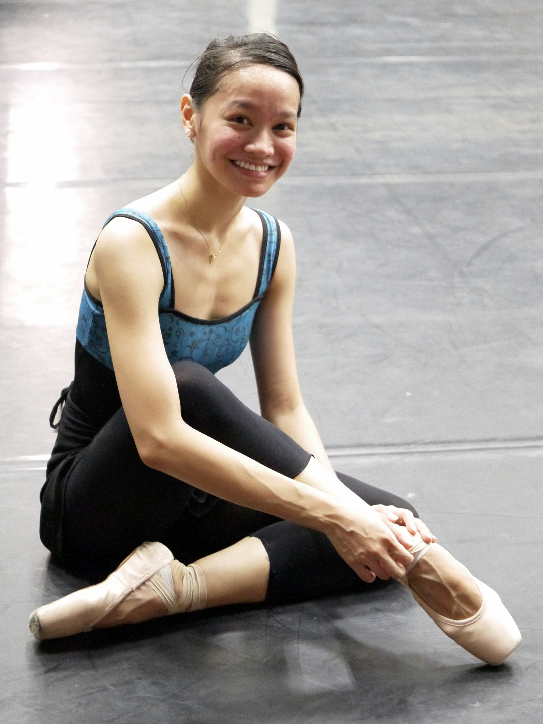 awna likes using Gaynor Minden pointe shoes because she gets to use them again and again. Photo by Giselle P. Kasilag