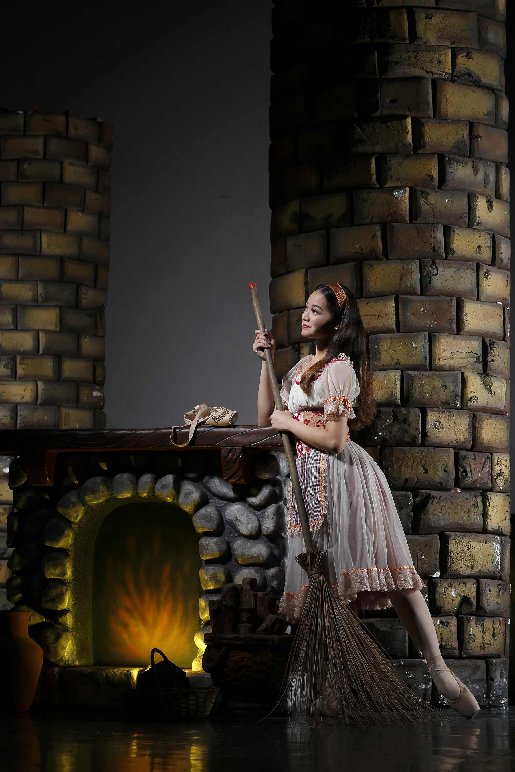 Dawna Reign Mangahas dances the title role in Lisa Macuja-Elizalde's    Cinderella