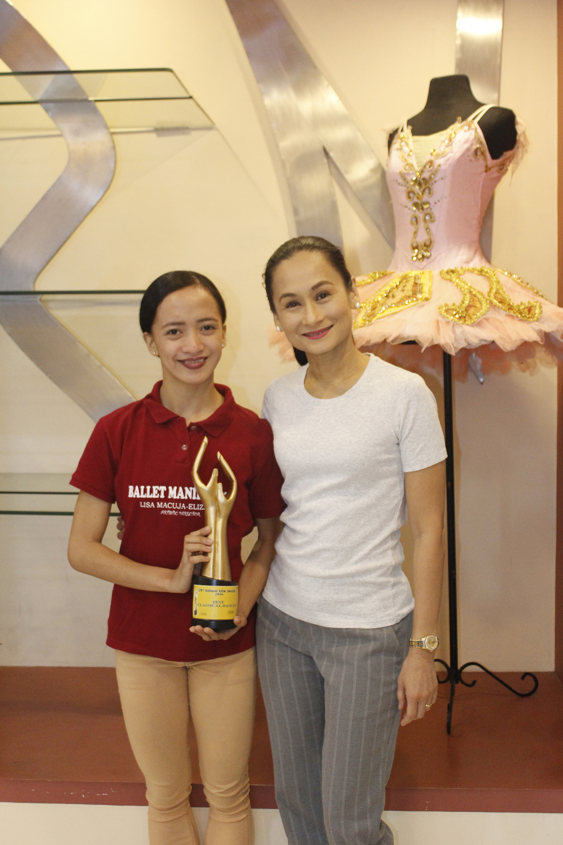 Her mentor and idol Lisa Macuja-Elizalde is among the people Jessa dedicates her Aliw Award to. Photo by Jimmy Villanueva