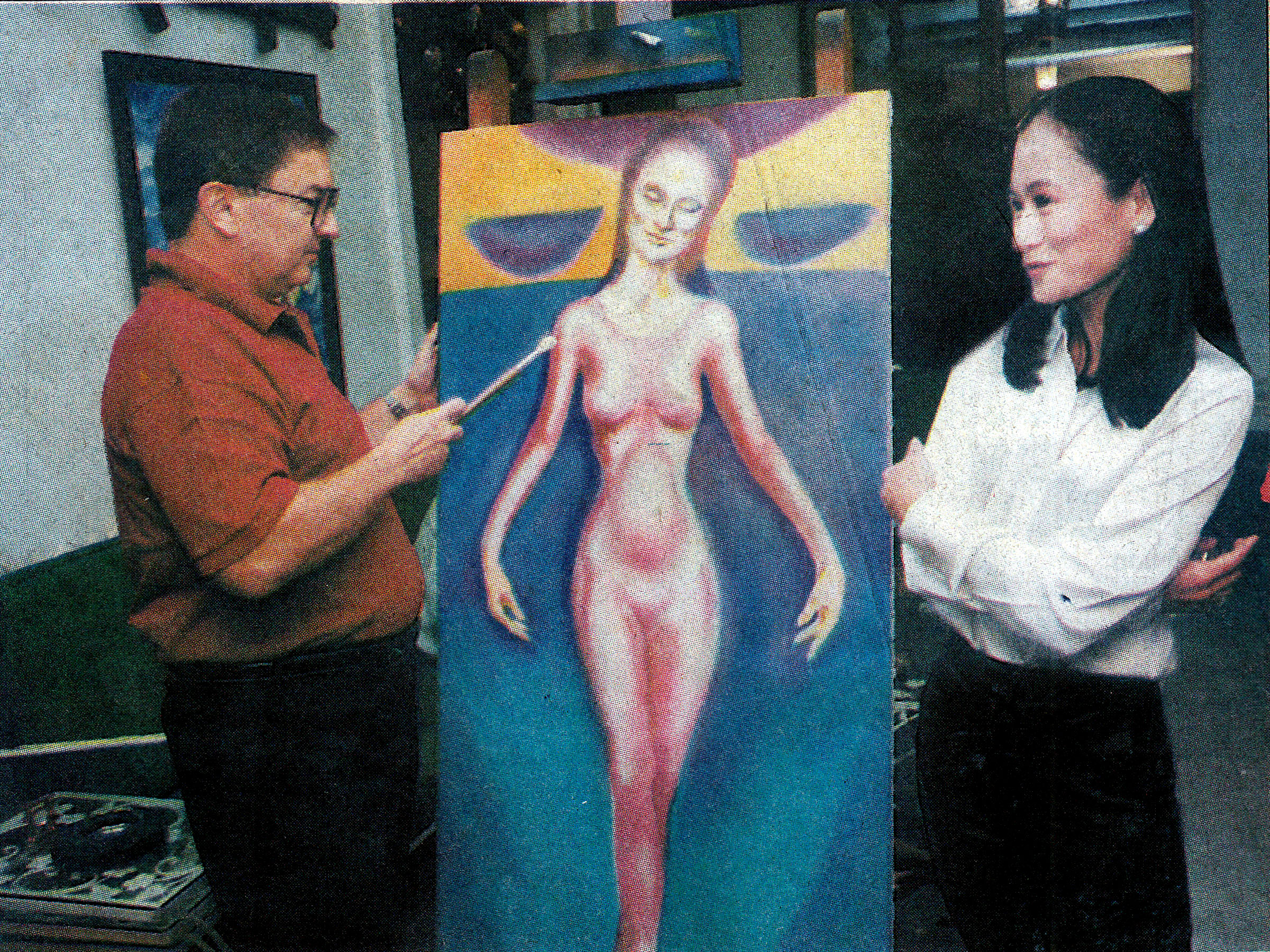 This photo culled from a  Philippine Star  clipping shows Fred with a painting of Lisa that he was working on in 1997.