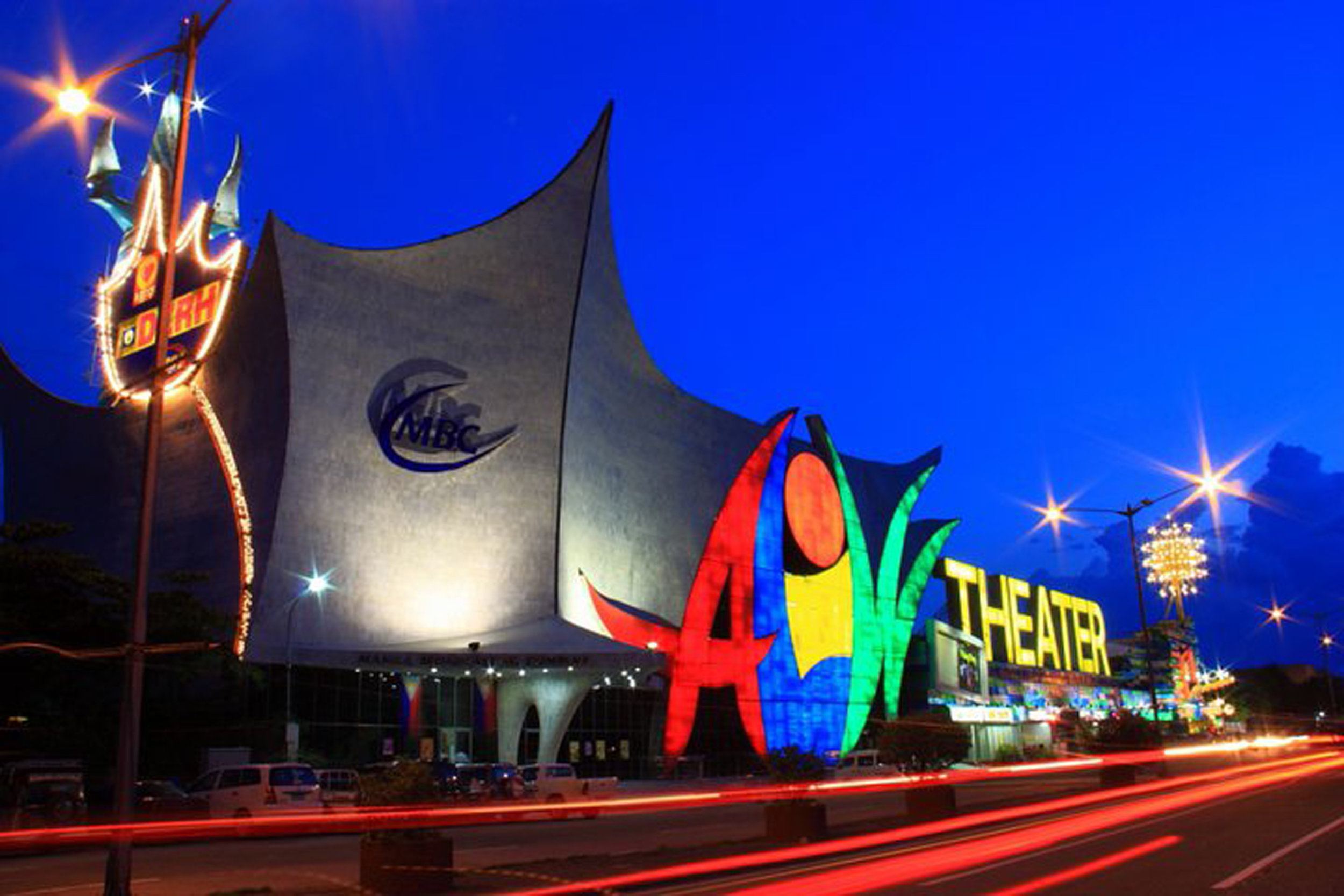 Another gift to Lisa, the 2,750-capacity Aliw Theater was launched in 2002 and has since become Ballet Manila's venue for its annual performance season.
