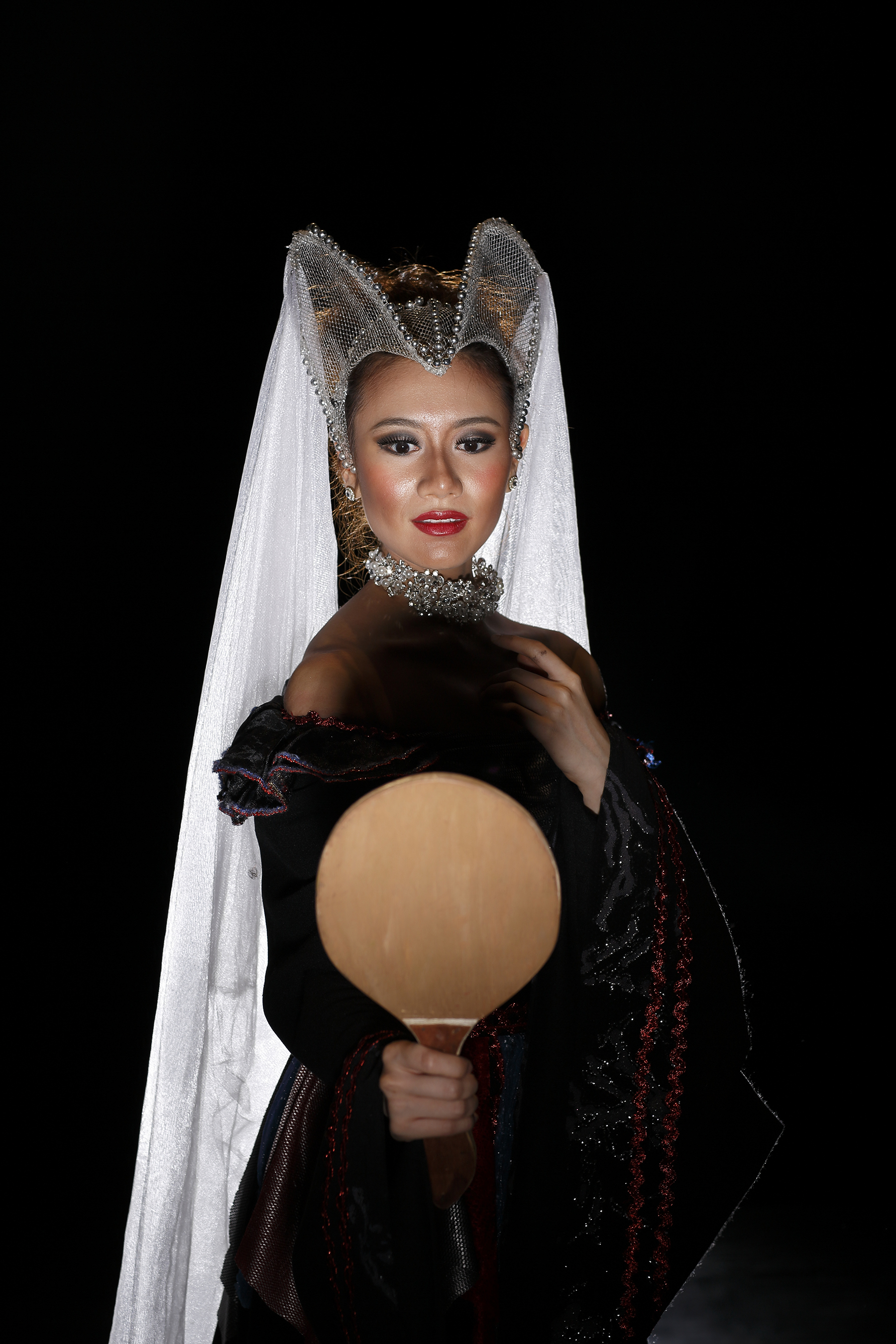 The evil queen in    Snow White   , as portrayed by Abigail Oliveiro, is vanity personified.