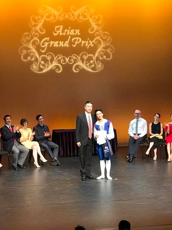 Brian Ramos Sevilla won the silver medal in the Junior B category, receiving his award from jury member Ou Lu who is head of Ballet of the Hong Kong Academy for Performing Arts. Photo by Eileen Lopez