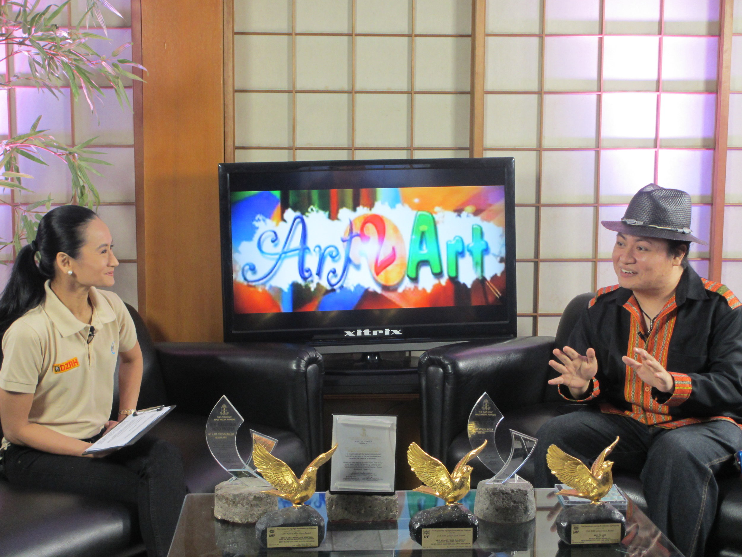 Diwa explains his creative process to    Art 2 Art    host Lisa Macuja as a guest of the program in 2013. Photo by Susan A. De Guzman