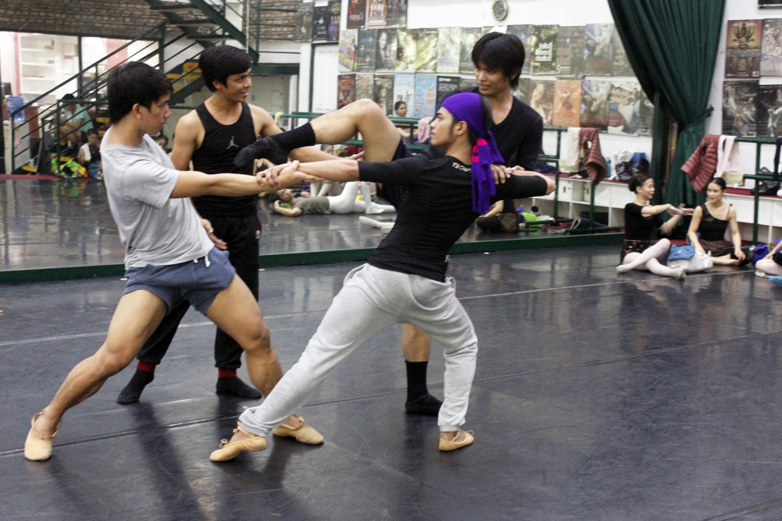 The three princes of    Ibong Adarna  in rehearsal with choreographer Gerardo Francisco. Photo by Jimmy Villanueva