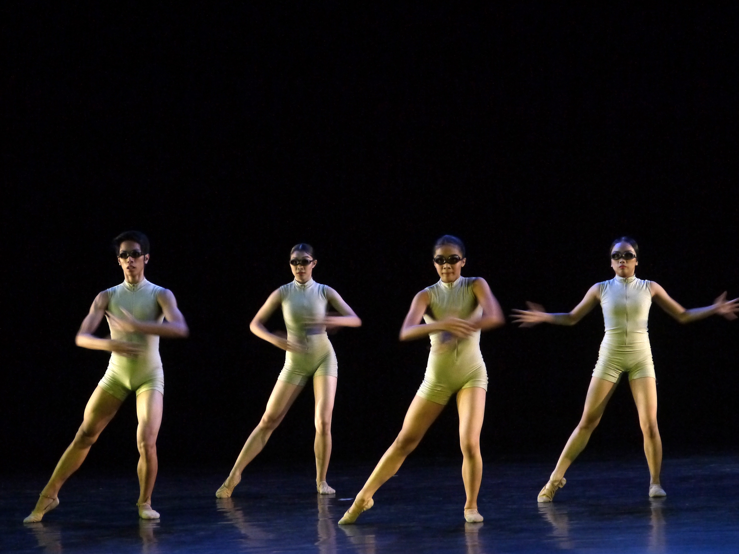 The dancers simulate swimming and use sharp and accentuated movements. Photo by Giselle P. Kasilag