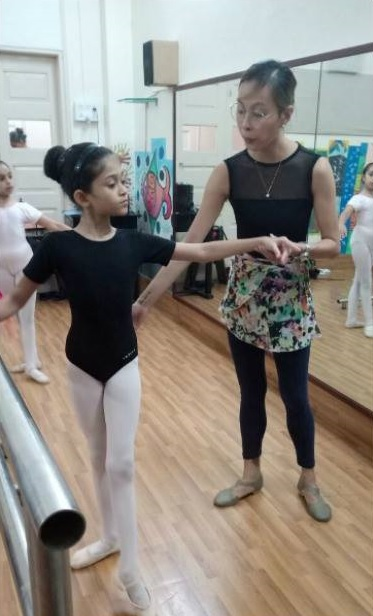 Teacher Czarina has been conducting ballet classes in the Vaganova style in Mumbai since August. Photo courtesy of Rhythmus Happyfeet's Facebook page