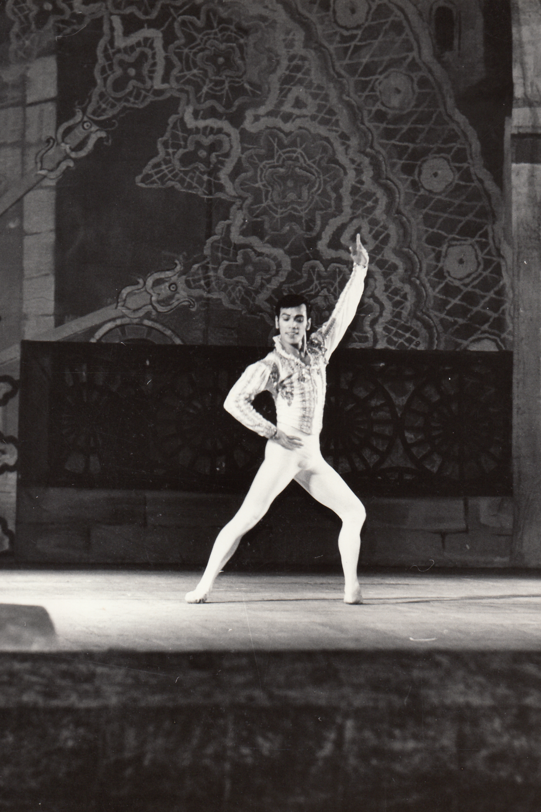 Shaz draws on his experiences as a danseur in teaching the dancers of Ballet Manila today. Photo from the Ballet Manila Archives collection
