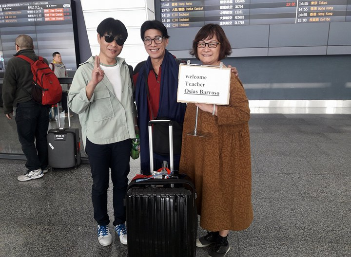 Being welcomed at the airport by John Chang and Maggie Chien of Zhongli Youth Ballet