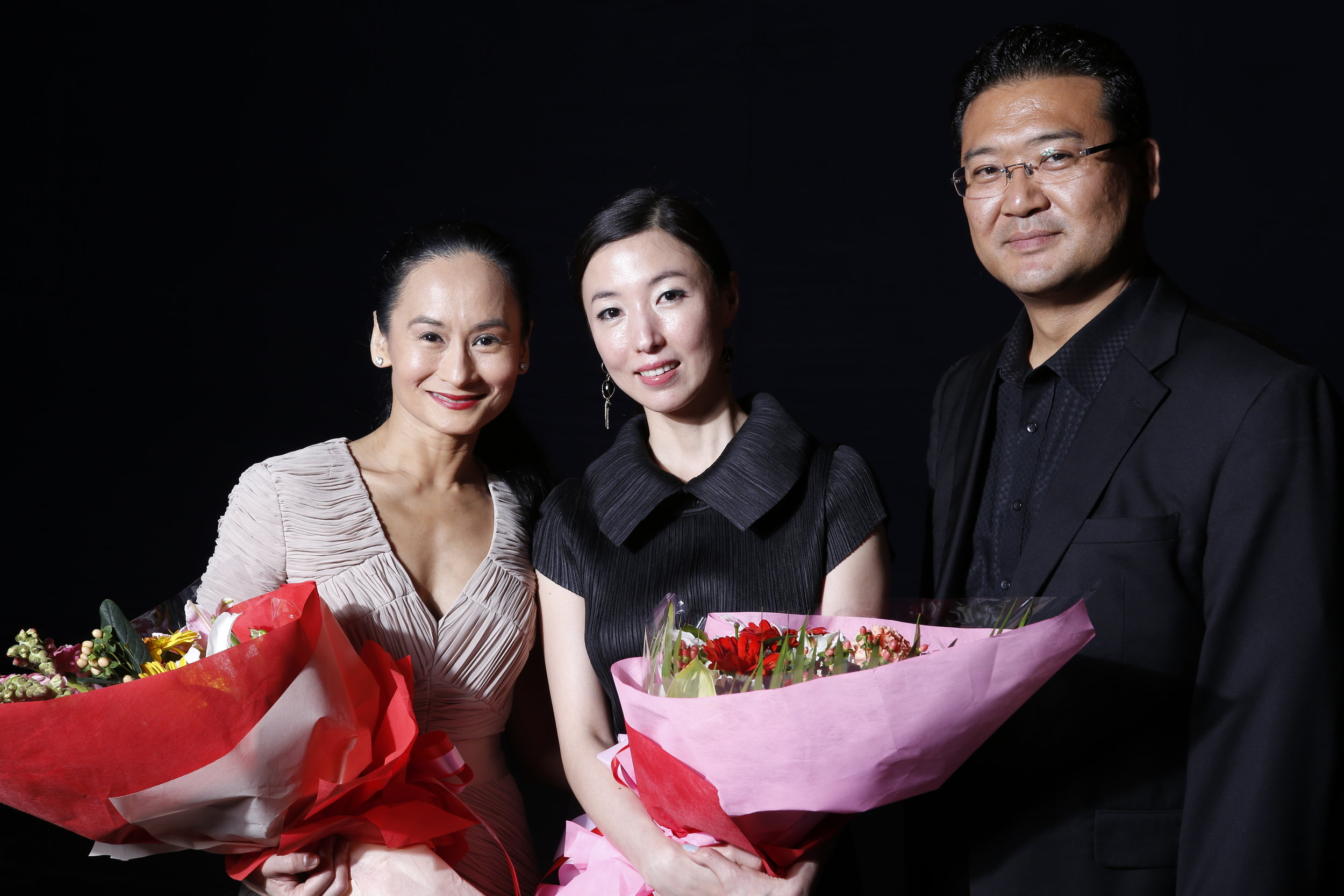 At curtain call, artistic directors Lisa Macuja-Elizalde and Choi So Bin pose with Mr. Moon Hyung Suk who made the collaboration between the two dance companies possible. Photo by Ocs Alvarez