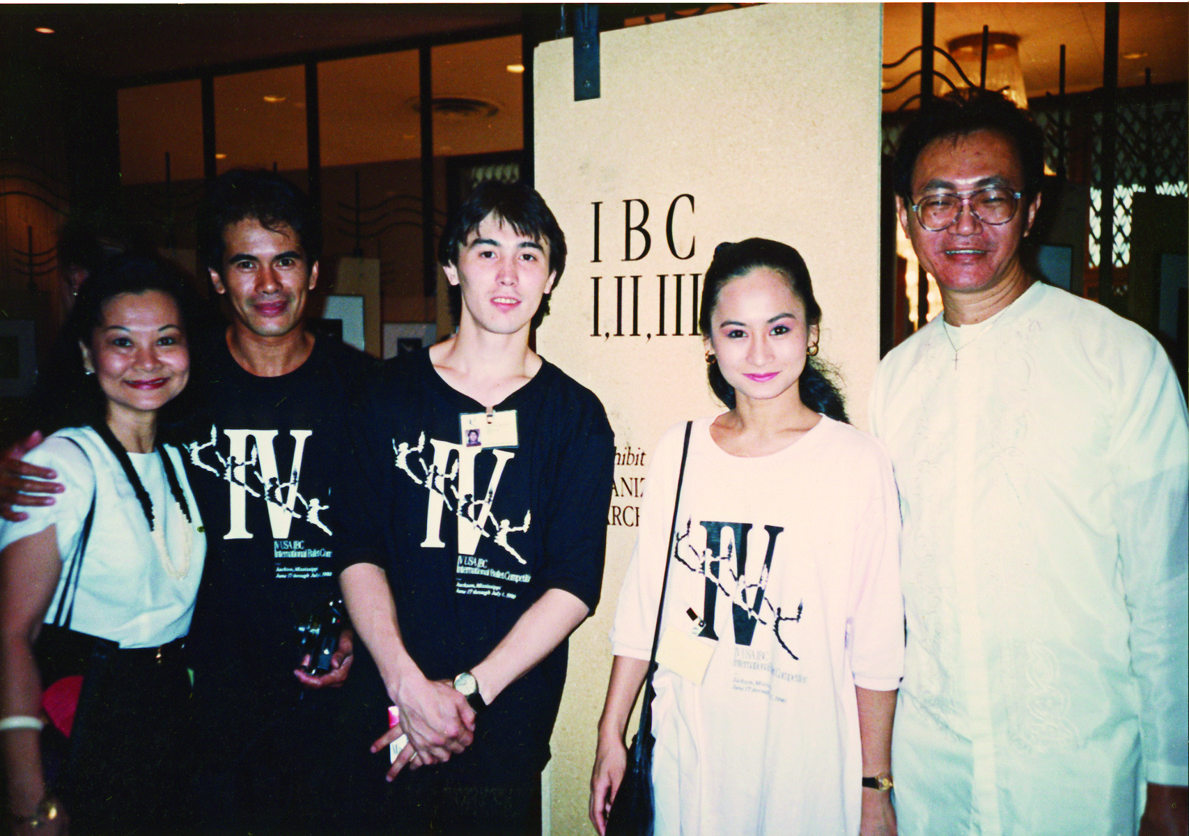 Aside from coach Steve Villaruz (rightmost), Lisa came with her mom Susan Macuja (leftmost) and her non-competing partner, premiere danseur Nonoy Froilan. The two-week IBC is a chance for young dancers to meet their counterparts in other countries and interact with ballet teachers and legends. Among the jury members in 1990 was Japanese ballerina Yoko Morishita whom Lisa considers as her inspiration.