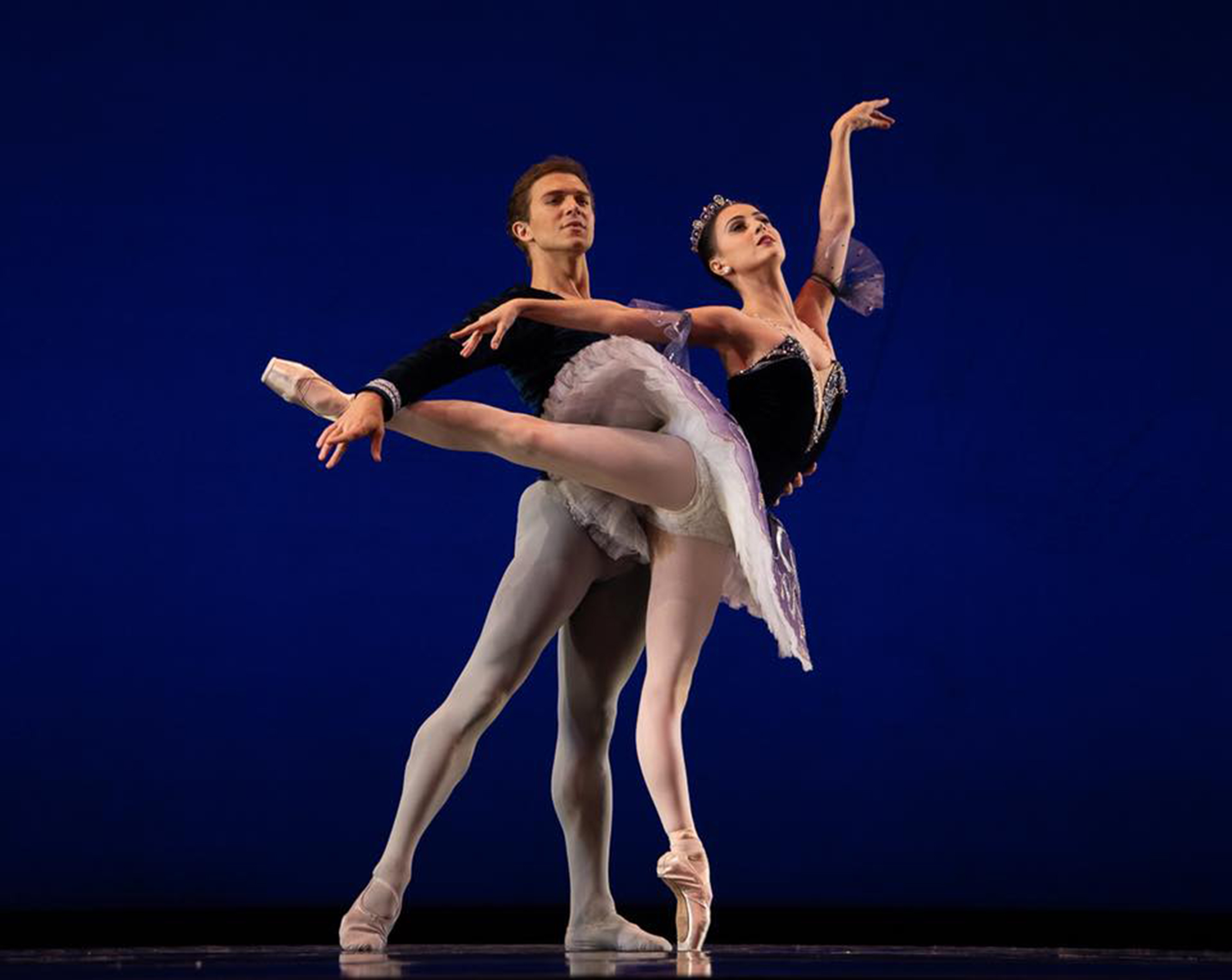 Ballet Manila resident guest principals Katherine Barkman and Joseph Phillips dance the    Grand Pas Classique    in Round III Thursday night. Photo by Richard Finkelstein/ USA IBC