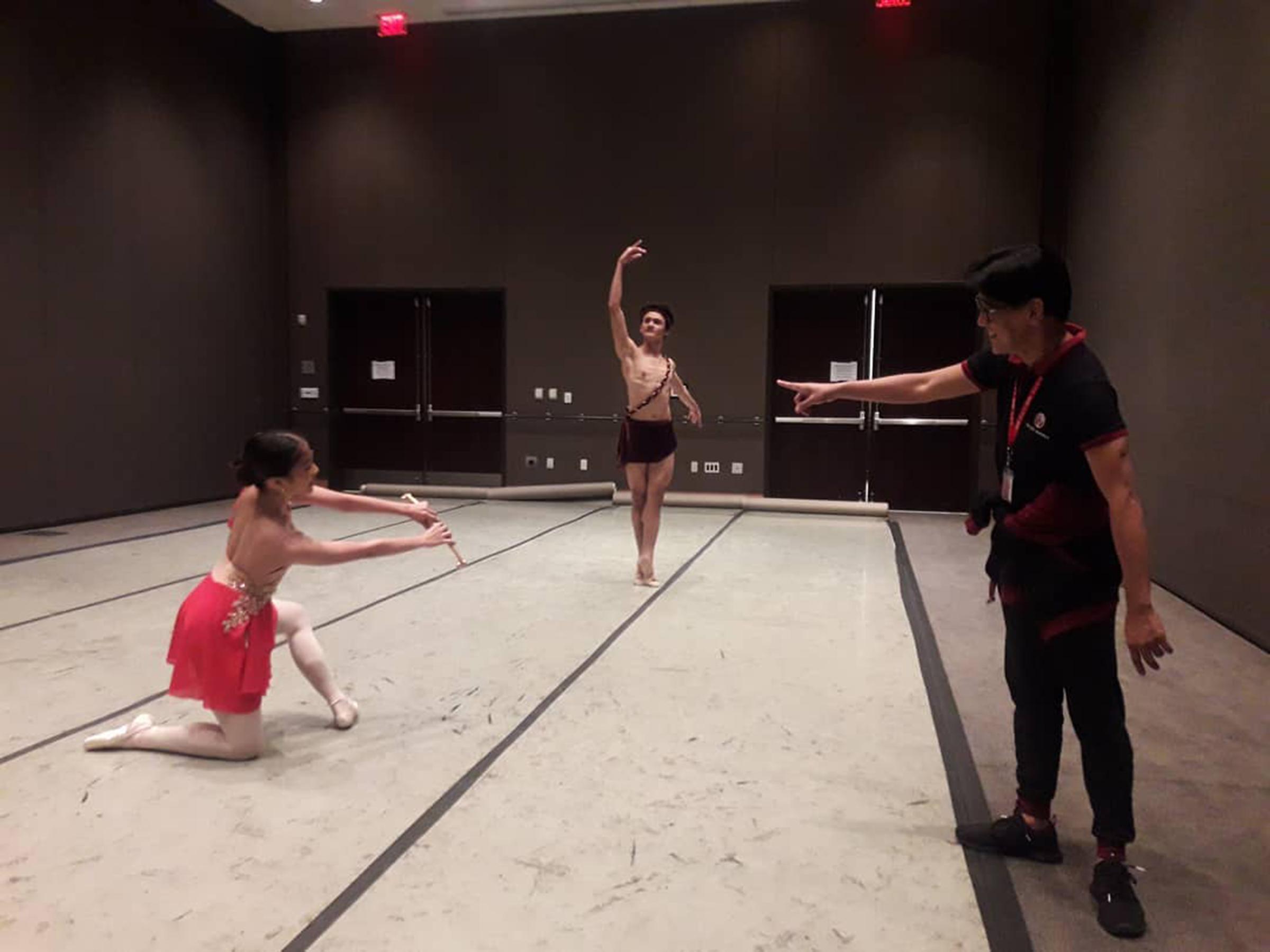 Osias Barroso rehearses Nicole and Joshua for    Diane and Acteon.