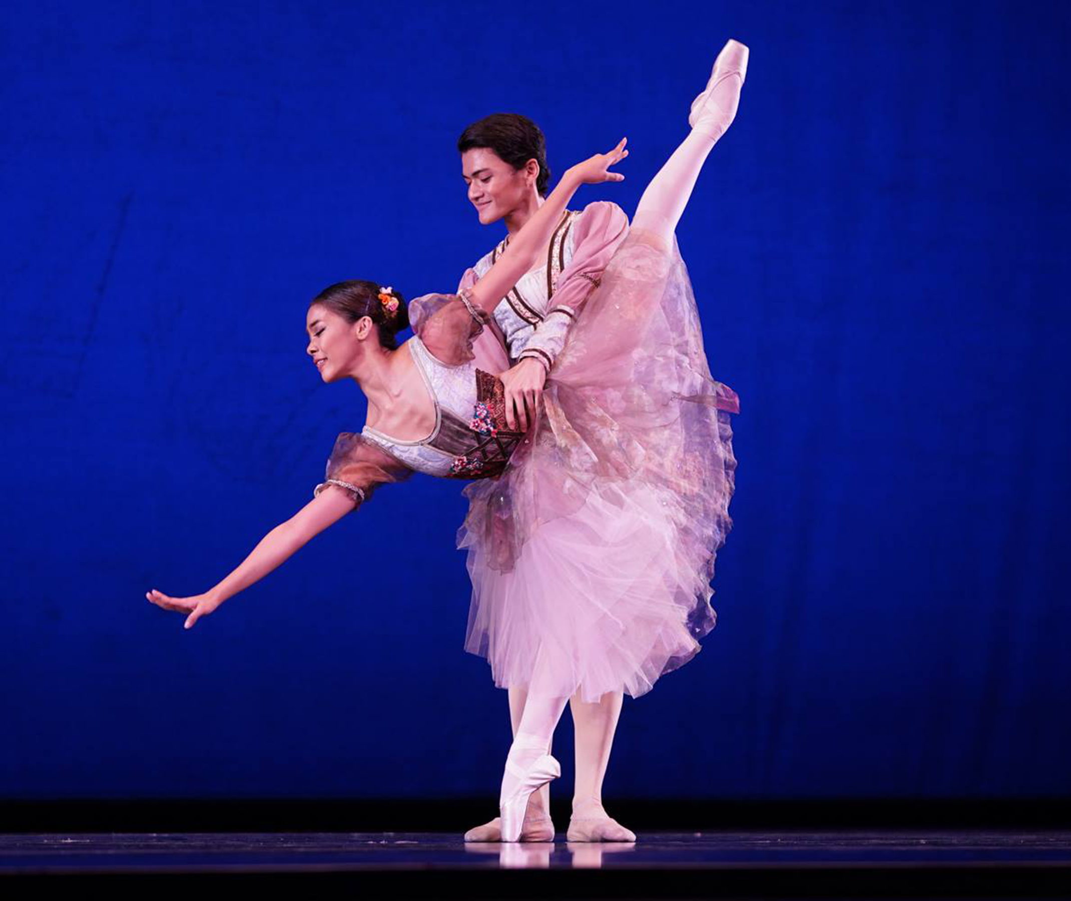Nicole and Joshua (in    Peasant Pas de Deux   ) worked well as a team, says Osias Barroso. Photo by Richard Finkelstein/ USA IBC