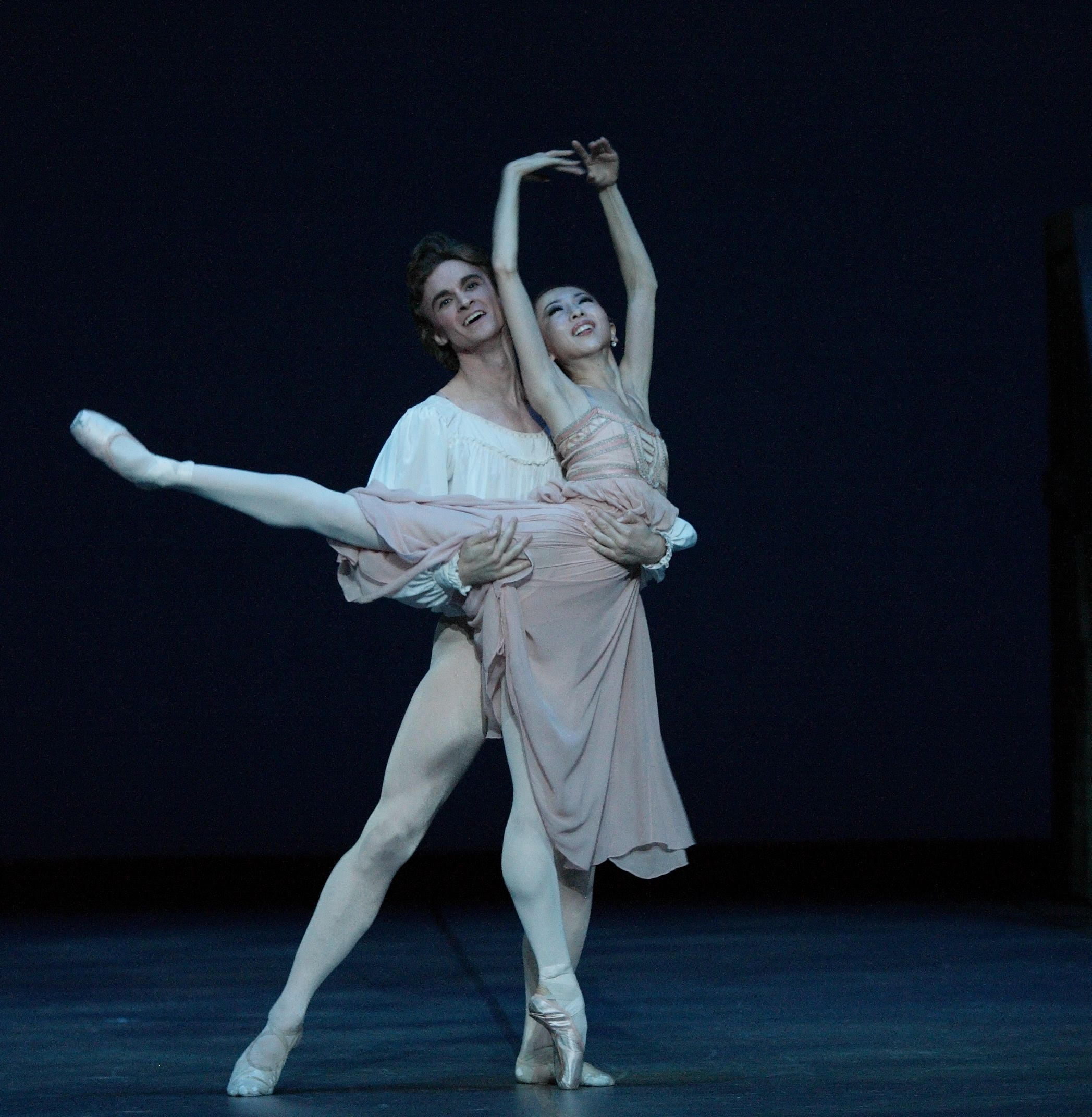 Houston Ballet principal dancers Yuriko Kajiya and Jared Matthews are performing for the first time in the Philippines, in Ballet Manila's    American Stars Gala   .