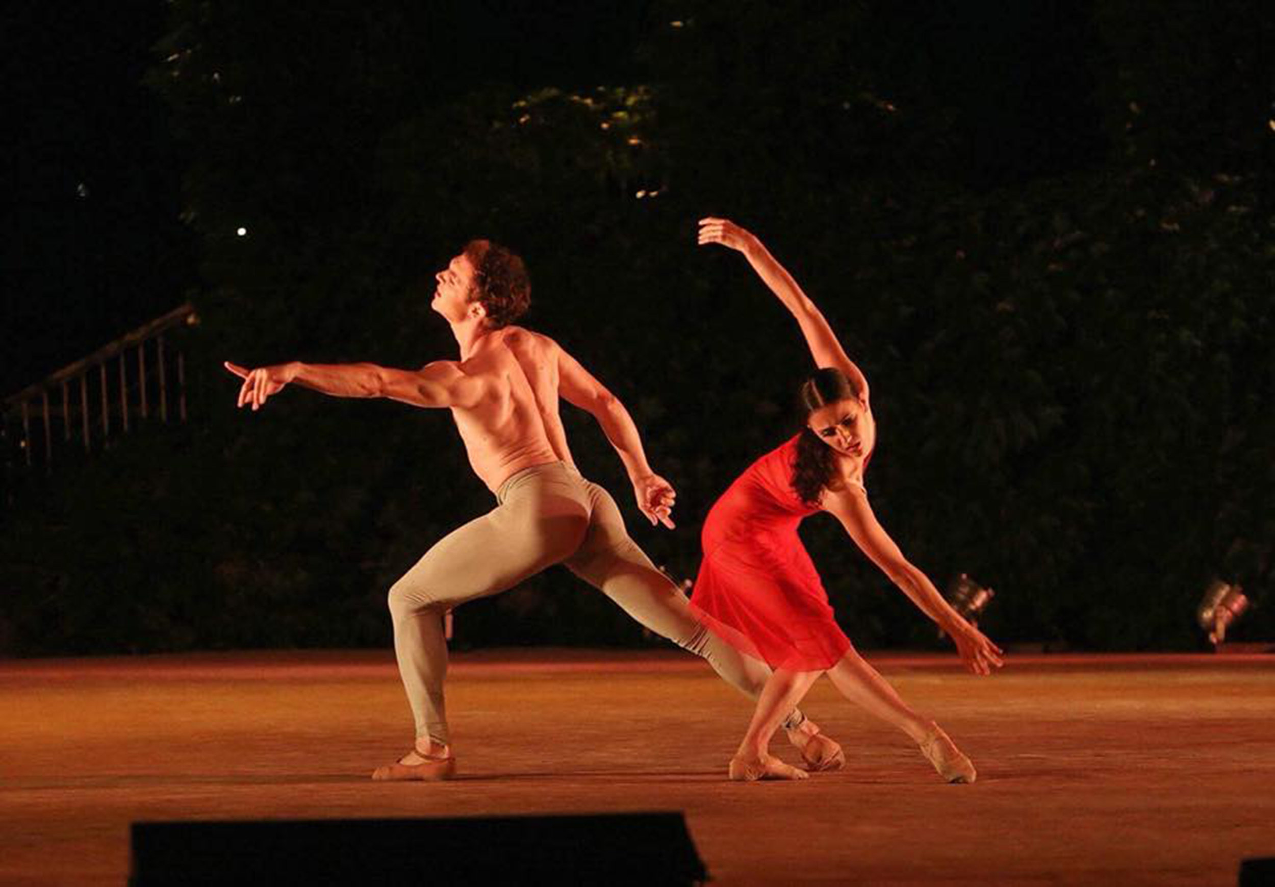 Katherine and Joseph dancing Simon Hoy's    The Distance Between    in their third-round performance in Varna. Photo by Andrey Stanko
