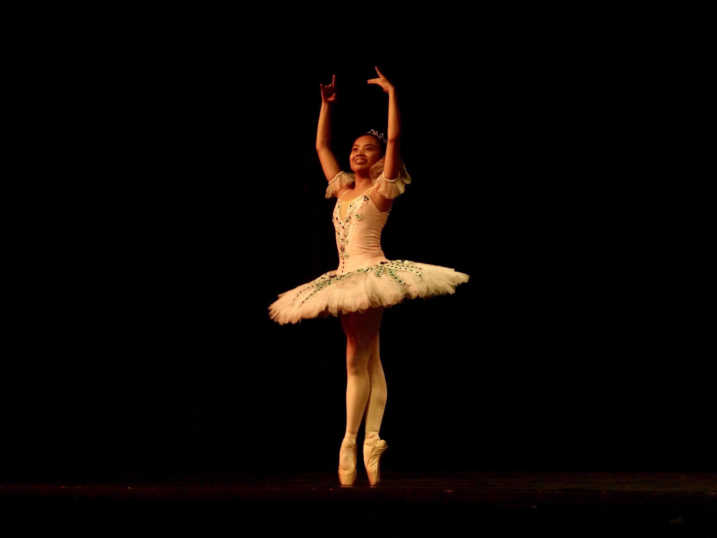 Elyssabeth Apilado – Junior B; Odalisque (Emboitee variation). Photo by Giselle P. Kasilag