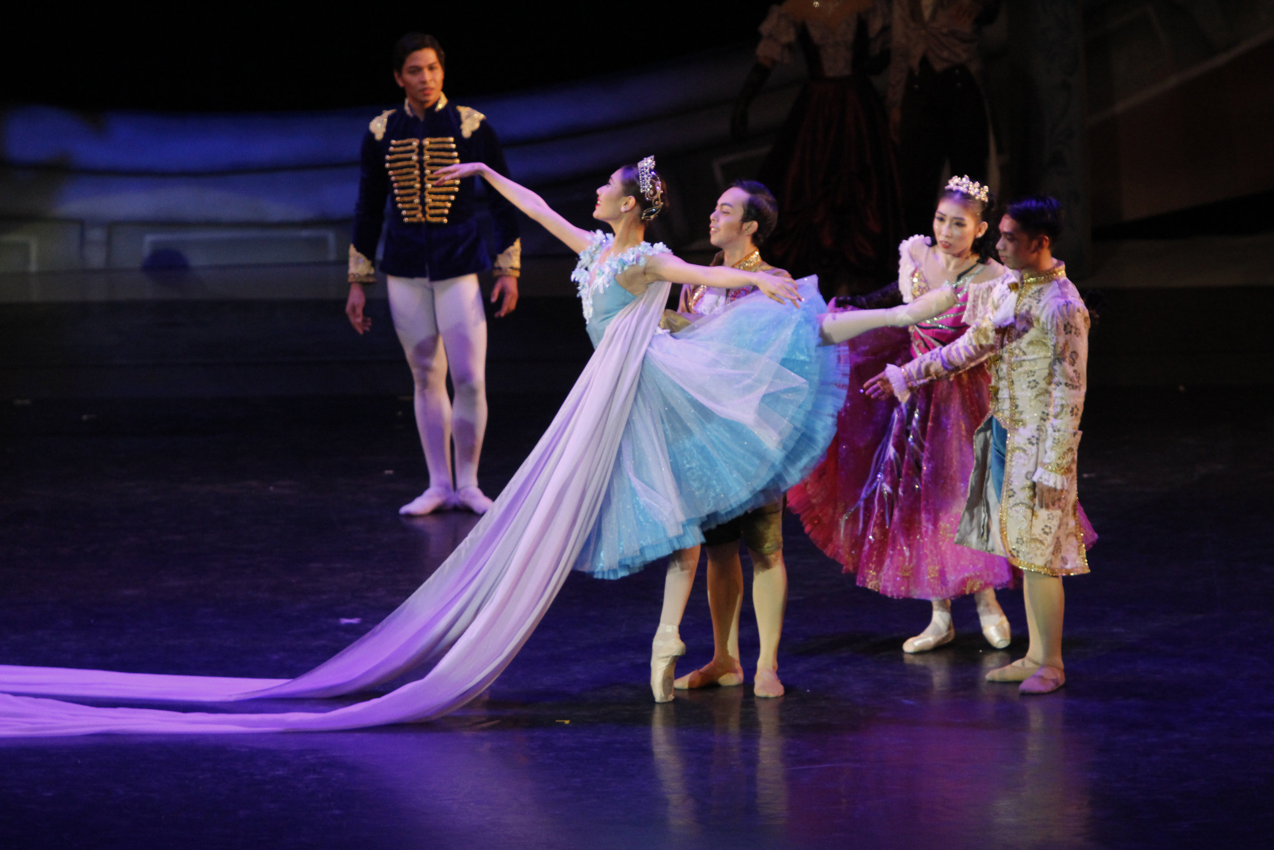 As an attendant to    Cinderella    (Abigail Oliveiro) in Lisa Macuja-Elizalde's interpretation of the fairy tale. Photo by Ocs Alvarez