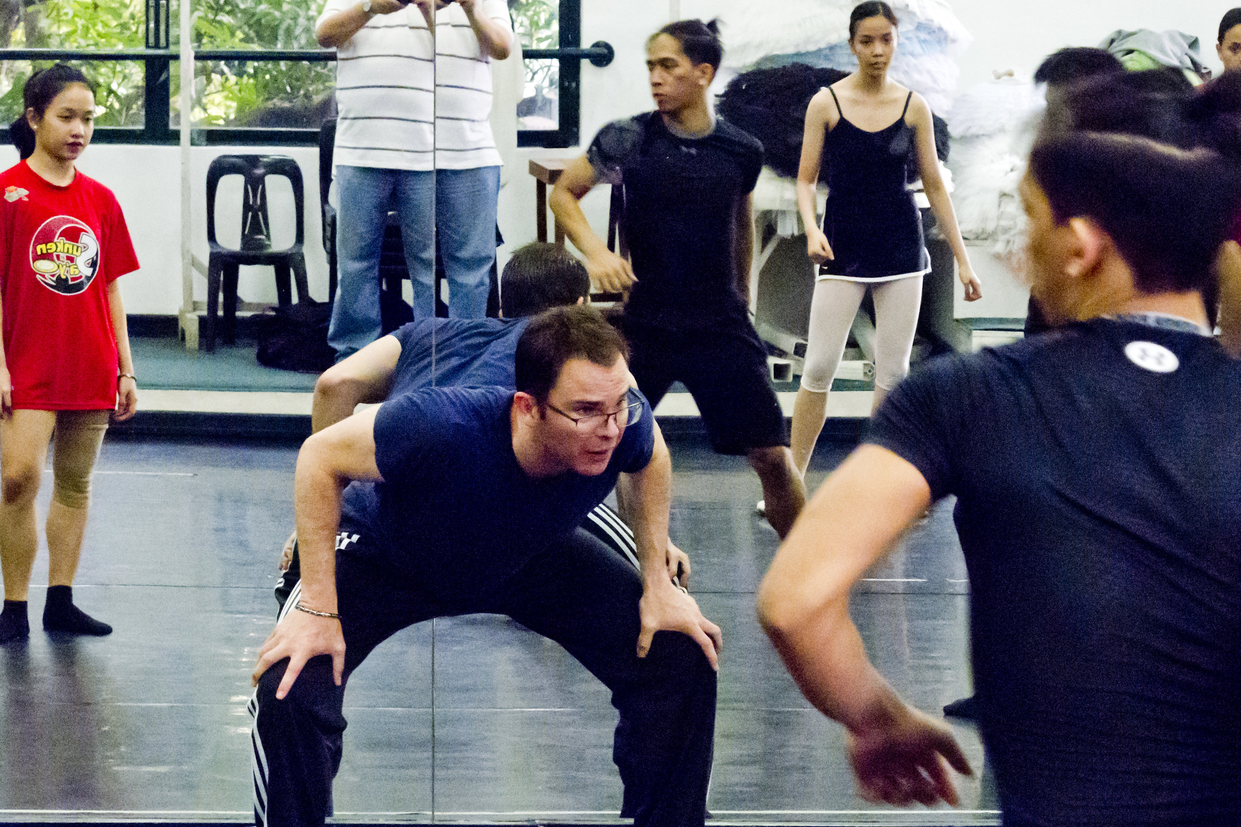 """Simon at work with Ballet Manila dancers: """"I am not looking for perfection. What I'm looking for now is who is enjoying this process."""" Photo by Jimmy Villanueva"""