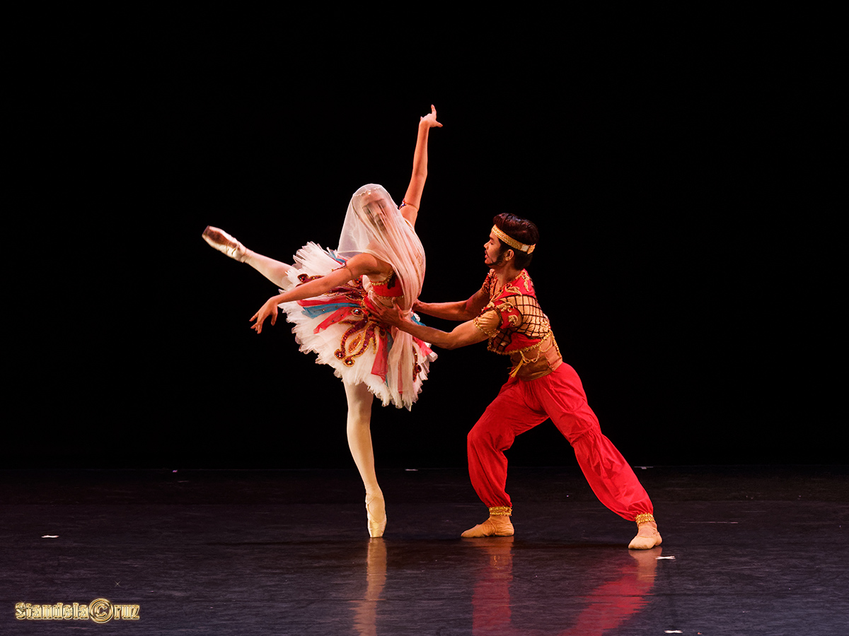 Nicole Barroso as Gulnara and Elpidio Magat as Lankadem dance the Pas de Esclave during Ballet Manila's season launch last August. Photo by Stan de la Cruz