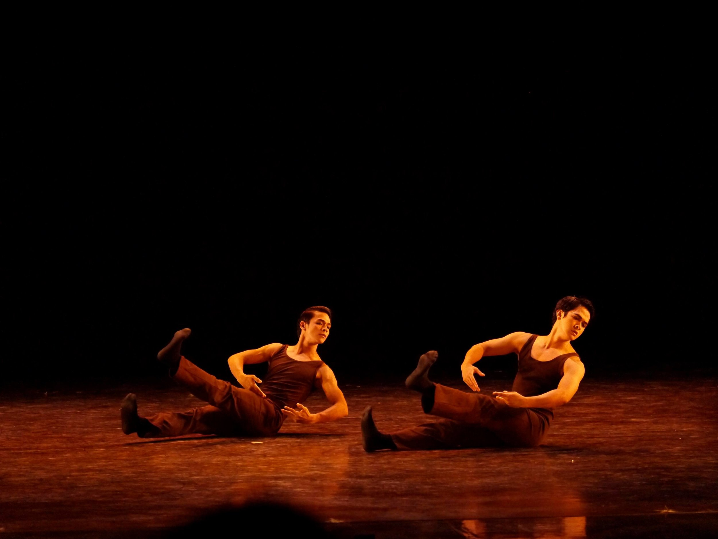 Contemporary dance is his forte, says Geri, seen here performing Ernest Mandap's  Reve  with fellow principal dancer Rudy de Dios for Ballet Manila season-opener,  Iconic 1 . Photo by Giselle P. Kasilag