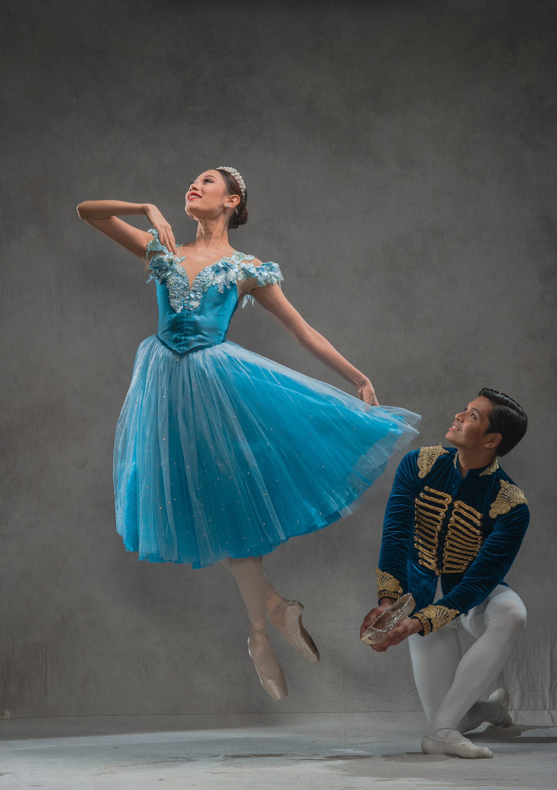 Abigail Oliveiro steps into Cinderella's shoes once more, still with boyfriend Mark Sumaylo as her Prince Charming. Photo by Jojit Lorenzo