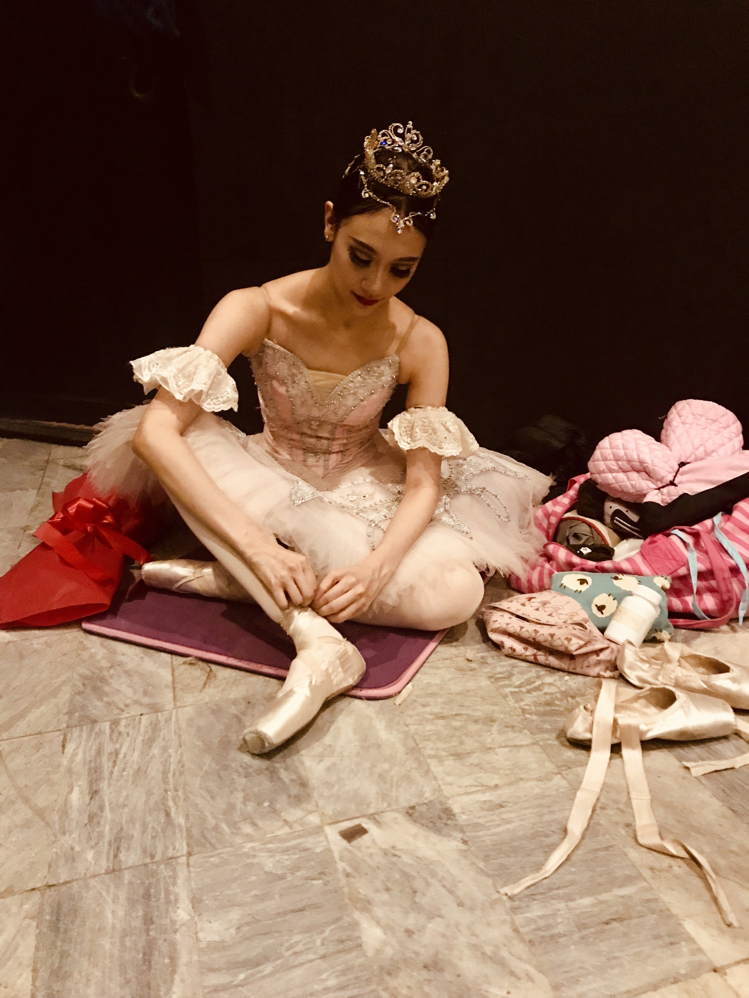 With every performance, Abi settles into a spot by the stage where she can stay focused and also wear and change pointe shoes as needed. Photo by Giselle P. Kasilag