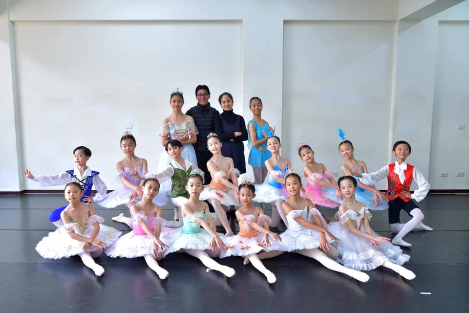 Ballet Manila co-artistic director Osias Barroso (standing, in black) was inspired by his teaching experience in Taiwan where students showed so much enthusiasm and potential, including a boy with Asperger's Syndrome.