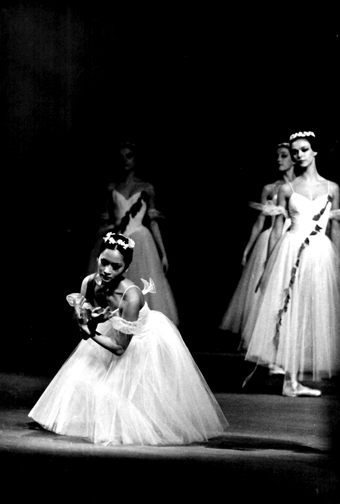 Lisa Macuja-Elizalde danced  Les Sylphides  with Russian guest artists in an anniversary gala at the Meralco Theater (above) and in a Philippine Ballet Theatre production in 1988. Photo from the Ballet Manila Archives collection