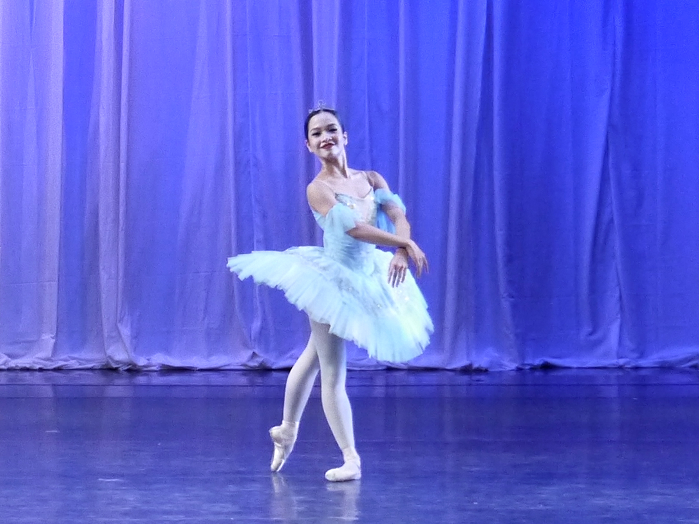 Jessica Pearls Dames shines in  La Bayadere , the opening number in  Deux .