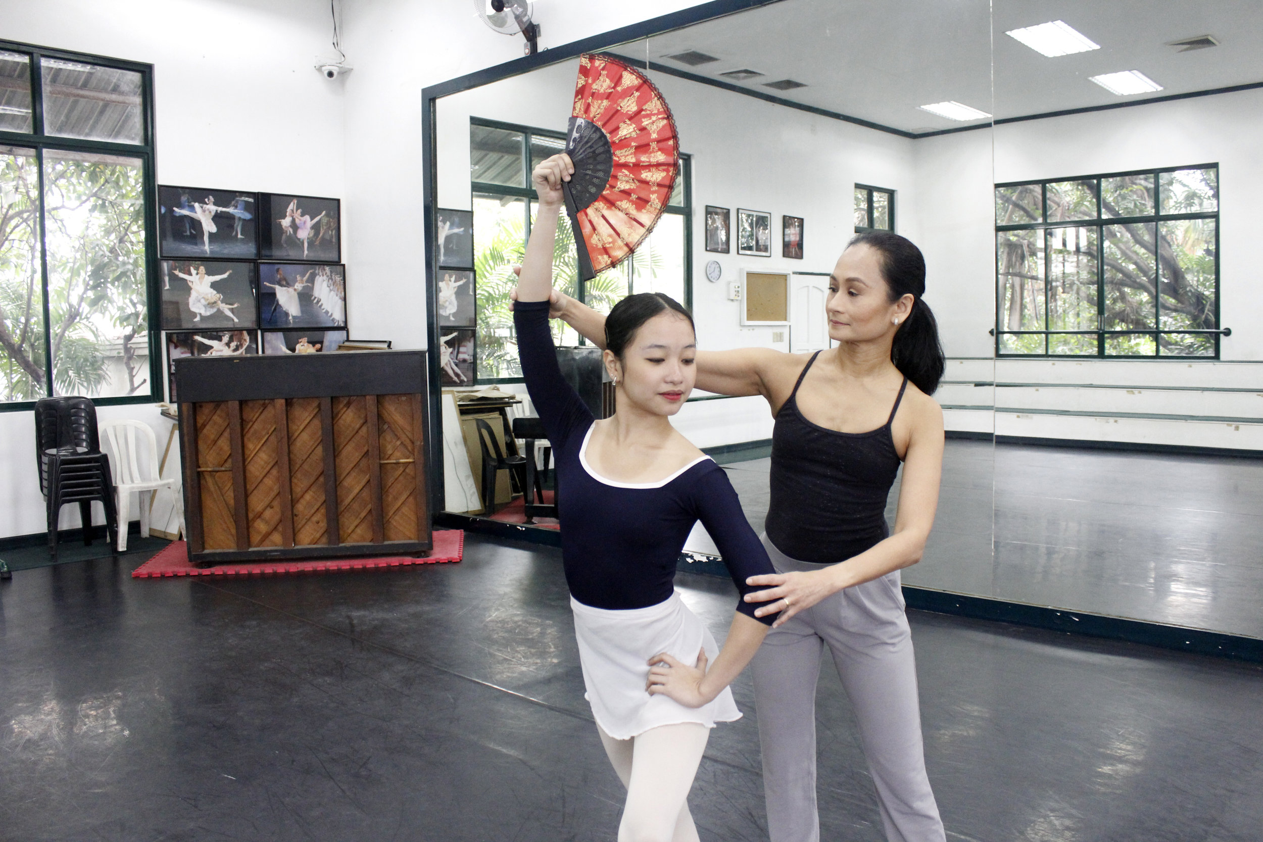 Just as Gabriela Komleva had mentored her,      Ballet Manila      artistic director Lisa Macuja-Elizalde also passed on her knowledge to then soloist Jasmine Pia Dames in 2017. It was Pia's first time to be cast as Kitri in a full-length production of  Don Quixote  and was keen to learn about the role and its many complex movements from the prima ballerina. Photo by Jimmy Villanueva