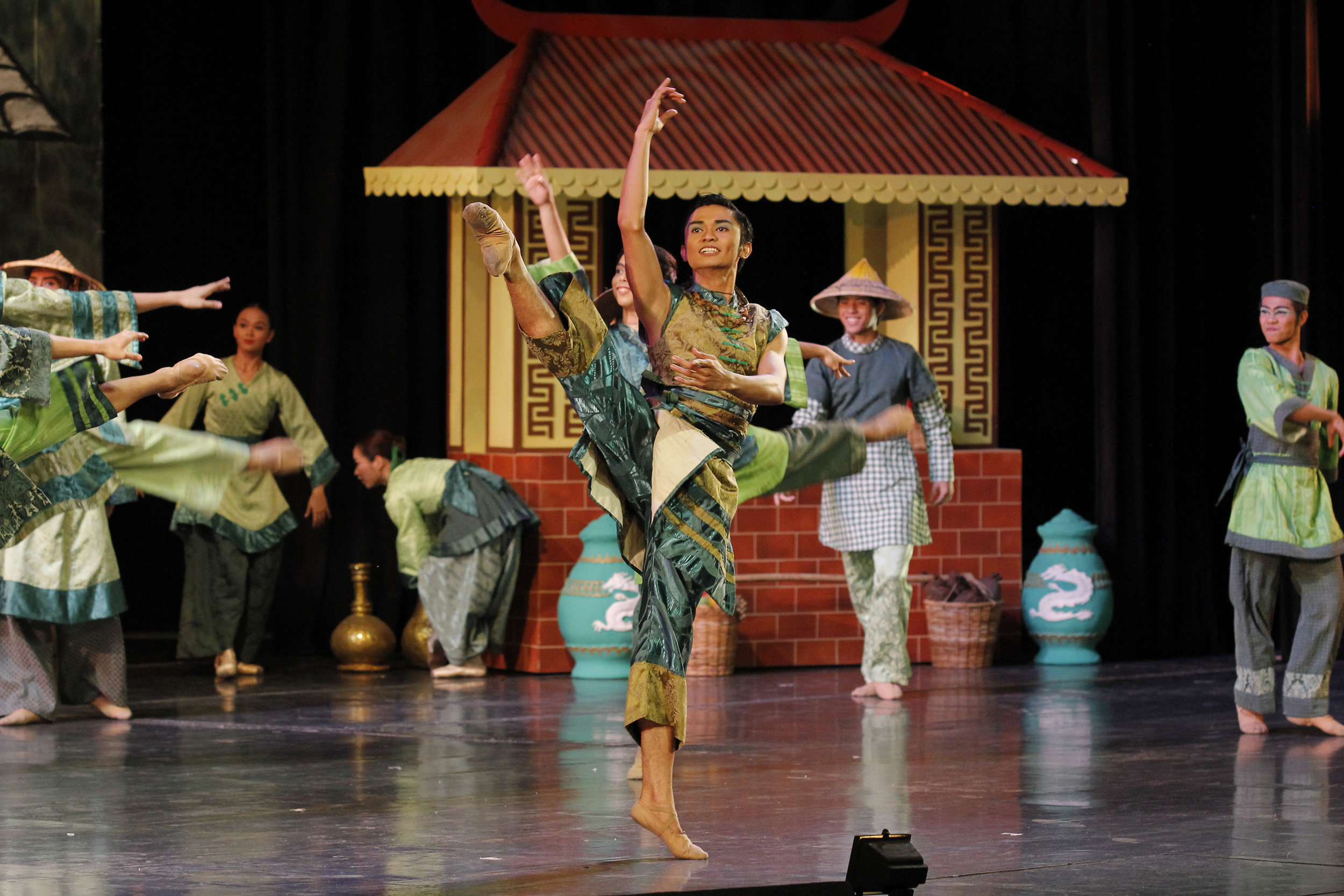 Robert takes centerstage n 2015's  Tatlong Kuwento ni Lola Basyang.  Photo by Ocs Alvarez
