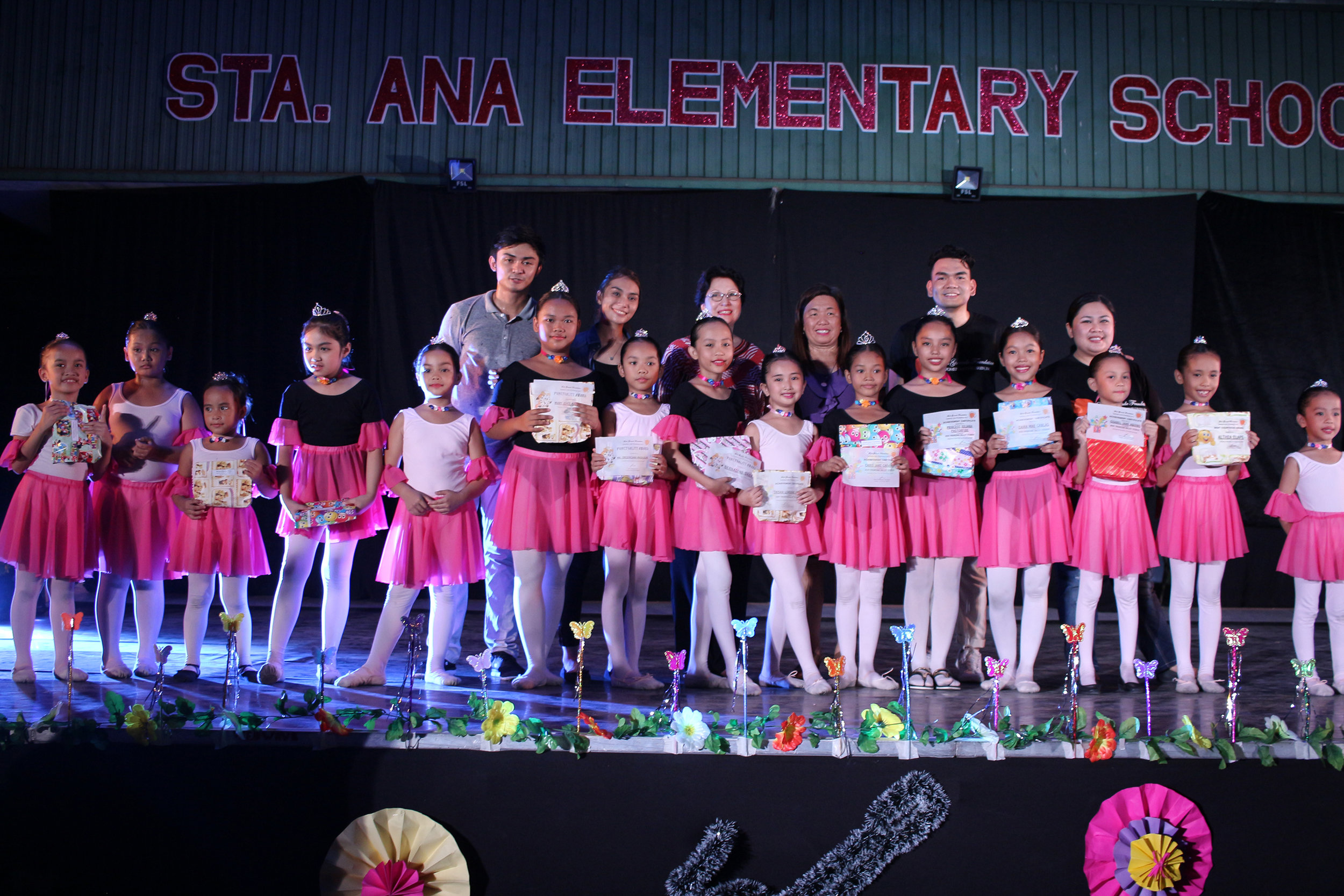 Robert (second row, leftmost) got his first taste of being a teacher when Ballet Manila assigned him and fellow dancer Faith Calingo to handle the summer classes at the Sta. Ana Elementary School in 2017. Photo courtesy of Faith Calingo