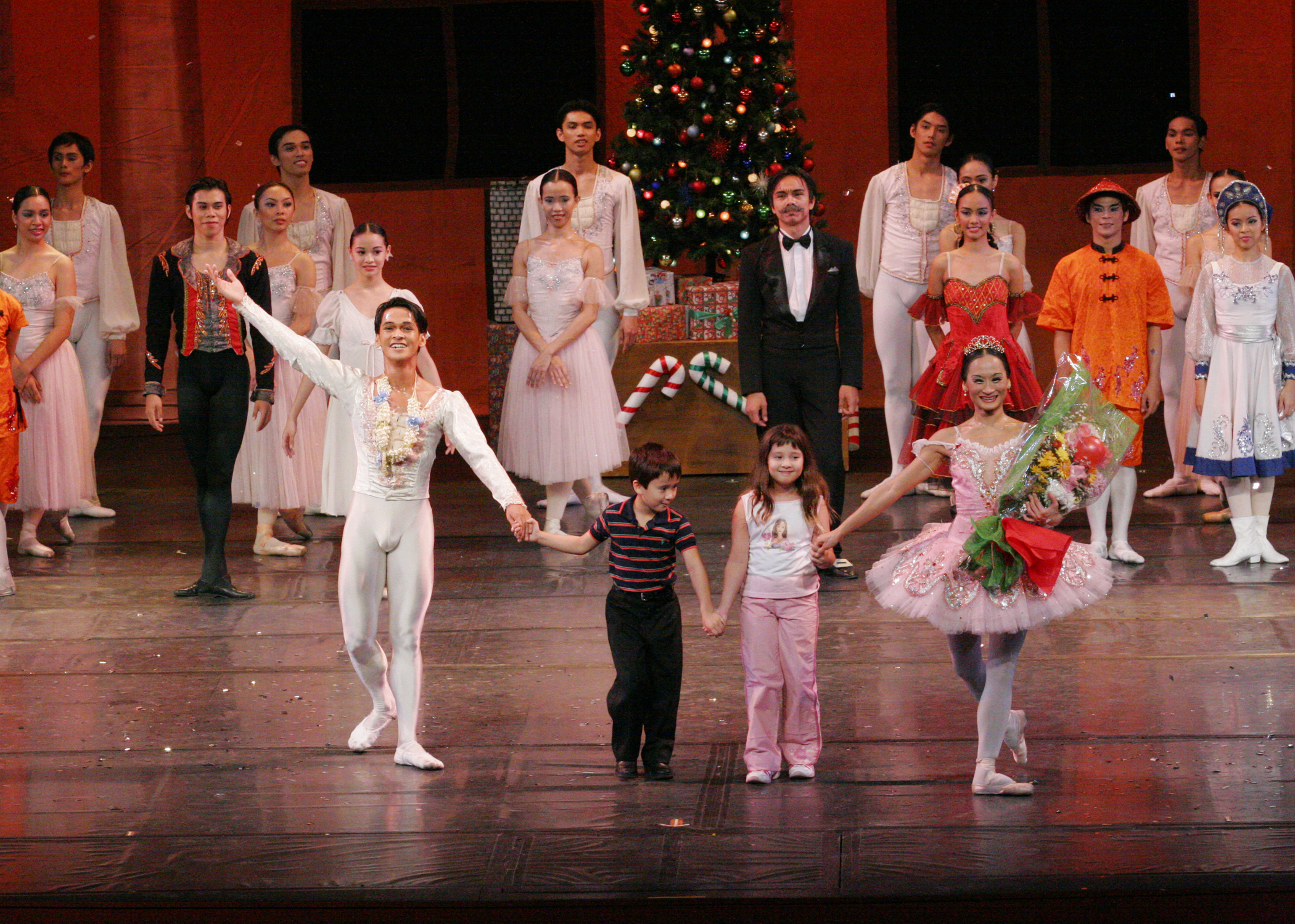 Mac and Missy take bows along with their mom and partner Rudy De Dios after the ballet pair's performance in  The Nutcracker  in 2005. Photo by Ocs Alvarez