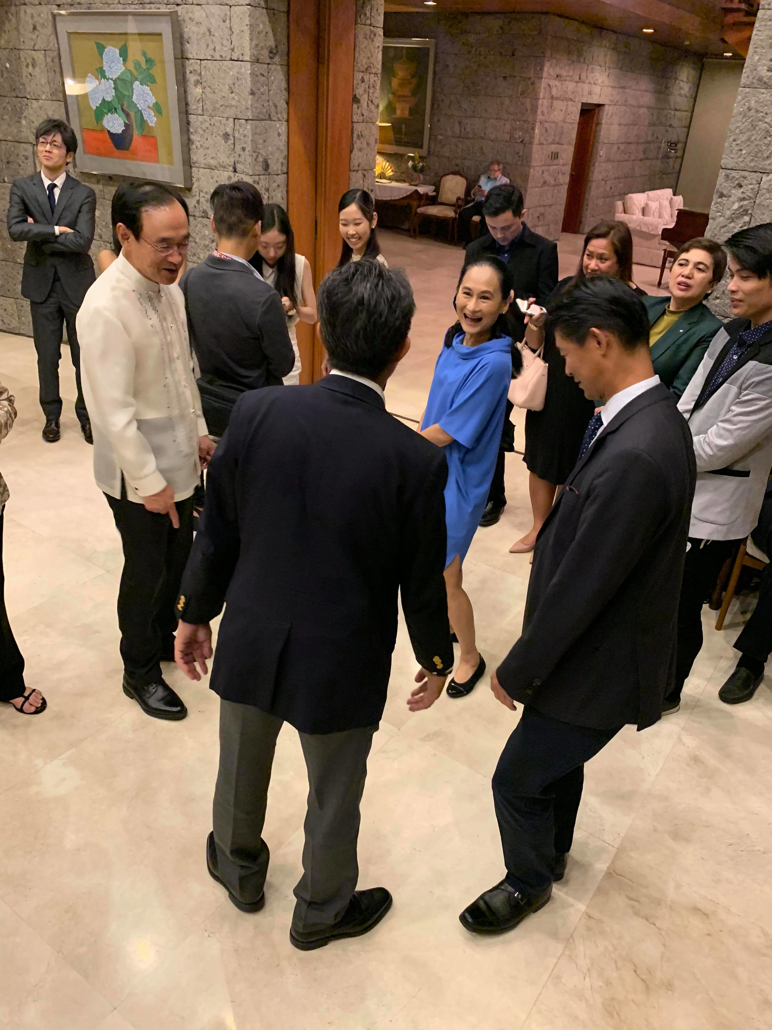 Prima ballerina Lisa Macuja-Elizalde shows Ambassador Haneda and two Japanese guests basic ballet steps which they then tried to do. Photo by Mark Sumaylo