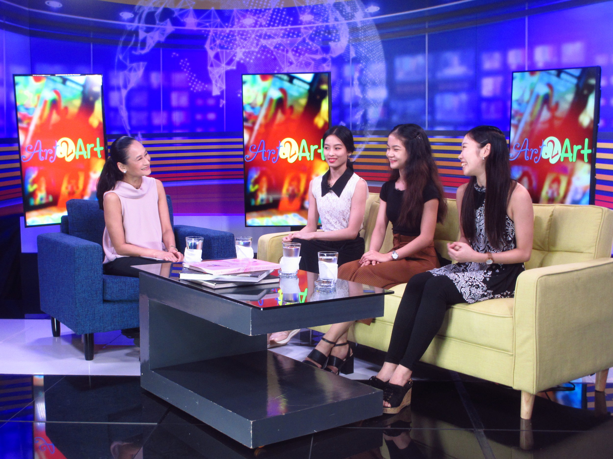 Ballet Manila artistic director Lisa Macuja-Elizalde interviews Joan Emery Sia, Shaira Comeros and Akari Ida in her art advocacy program,  Art 2 Art.  The three ballerinas will take on the lead role in her choreography of Snow White. The episode will air on August 25 at DZRH. Photo by Susan A. De Guzman