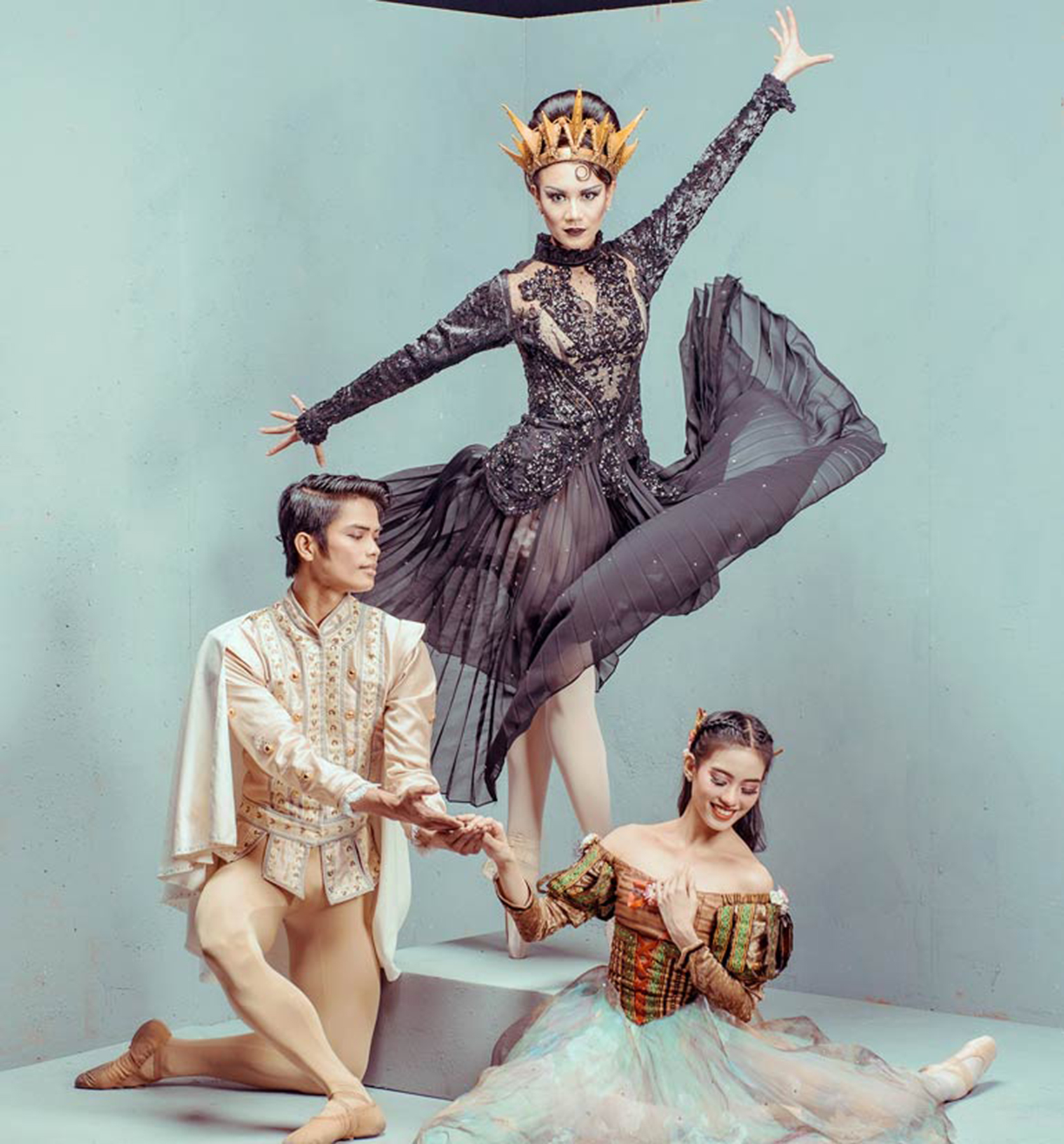 The cast of  Snow White  is led by Ballet Manila principal dancers Joan Emery Sia and Elpidio Magat as Snow White and her Prince and Abigail Oliveiro as the Evil Queen/ Witch. Photo by Jojit Lorenzo