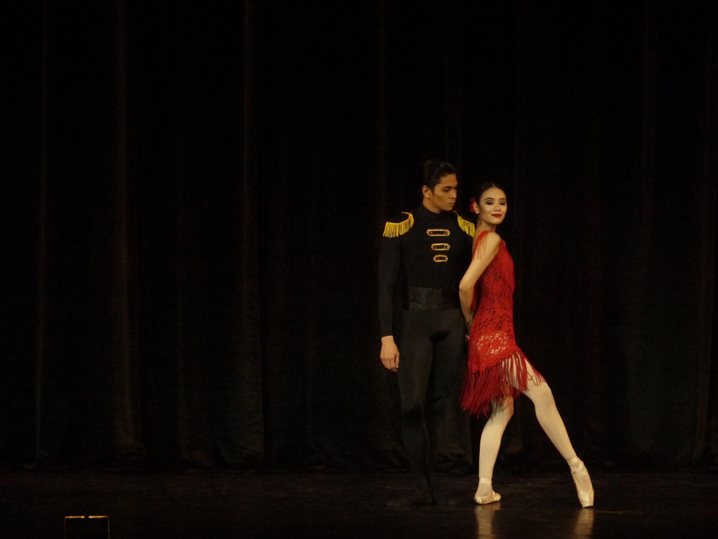 Principal dancers Mark Sumaylo and Abigail Oliveiro in Eric V. Cruz's  Carmen . Photo by Giselle P. Kasilag